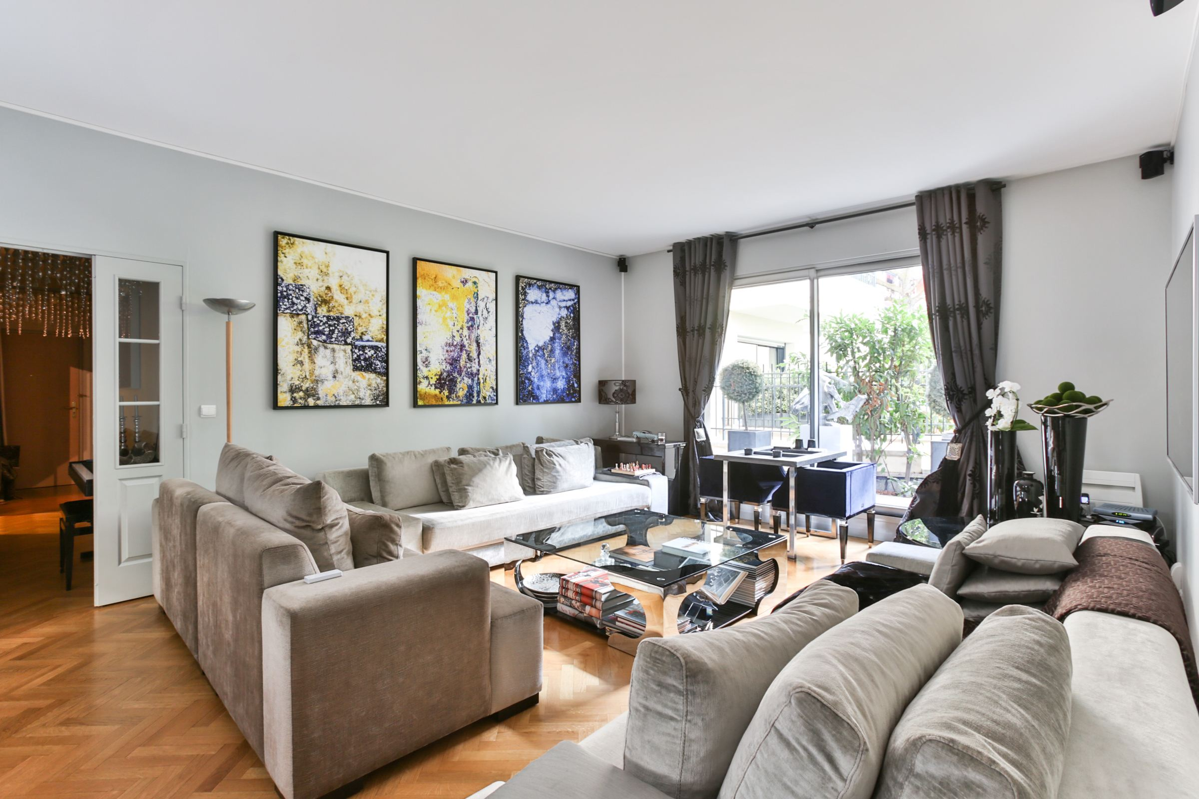Property For Sale at Neuilly - Collège Lycée Pasteur - A 115 sq.m garden floor apartment.