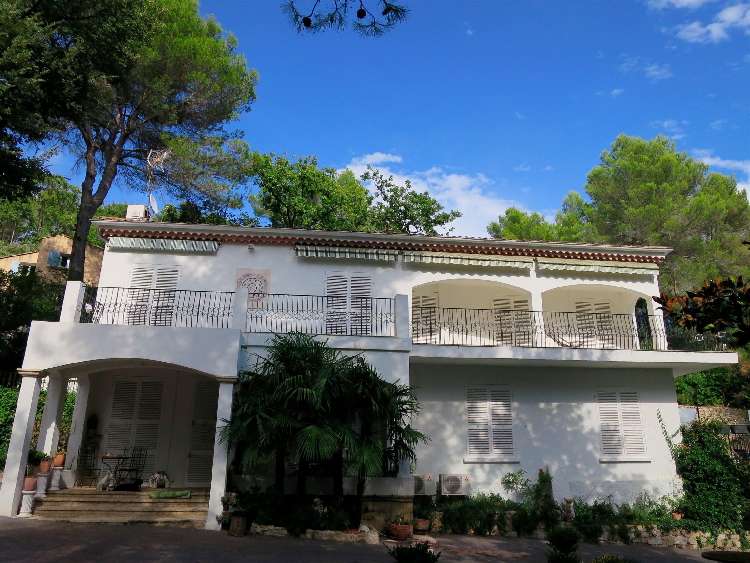 Property For Sale at Villa Californienne dans secteur prisé d'Aix en Provence