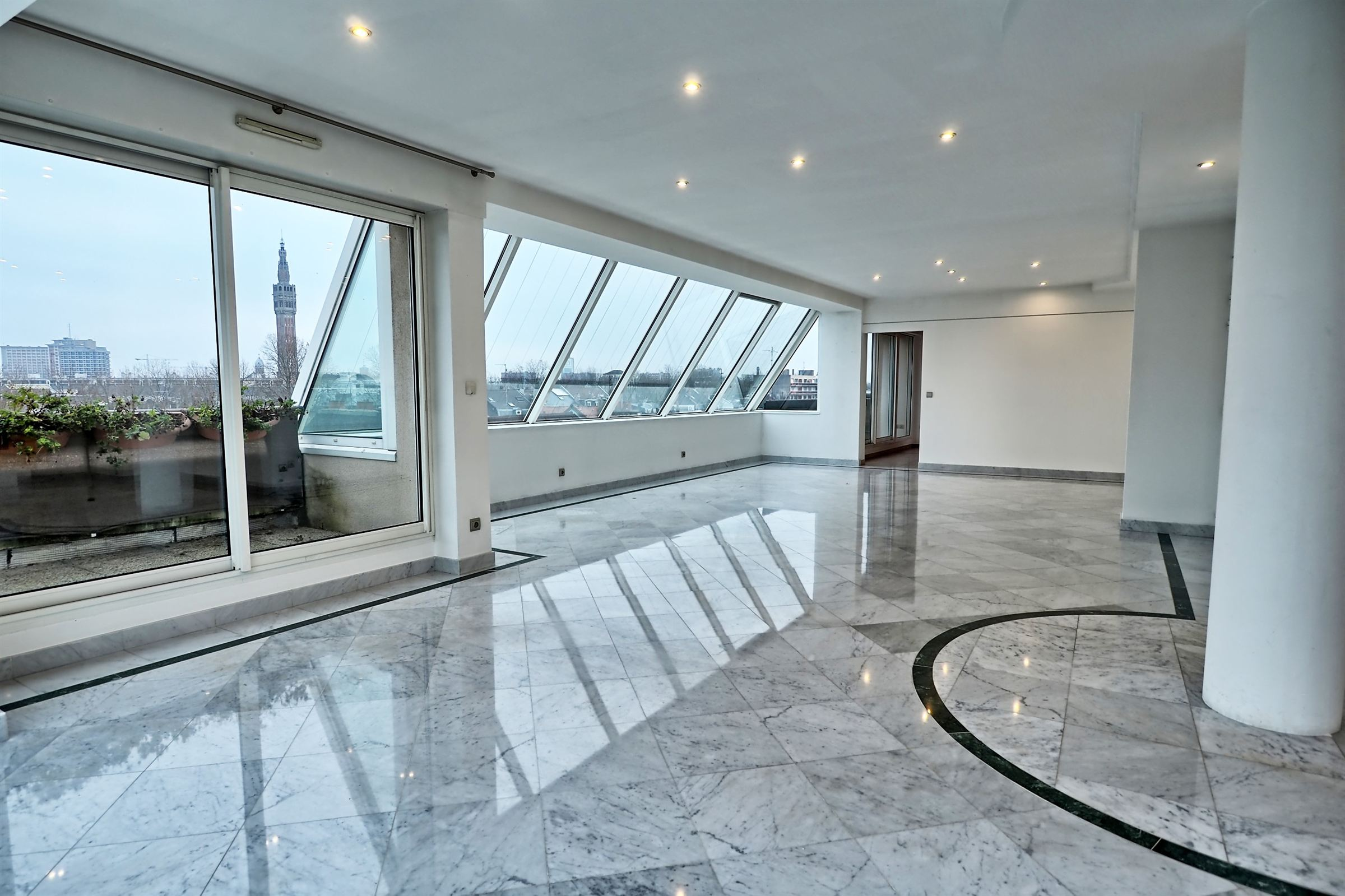 sales property at LILLE BEAUX-ARTS, Luxury apartment of 226 m² hab. 4 ch. Garage Terrace