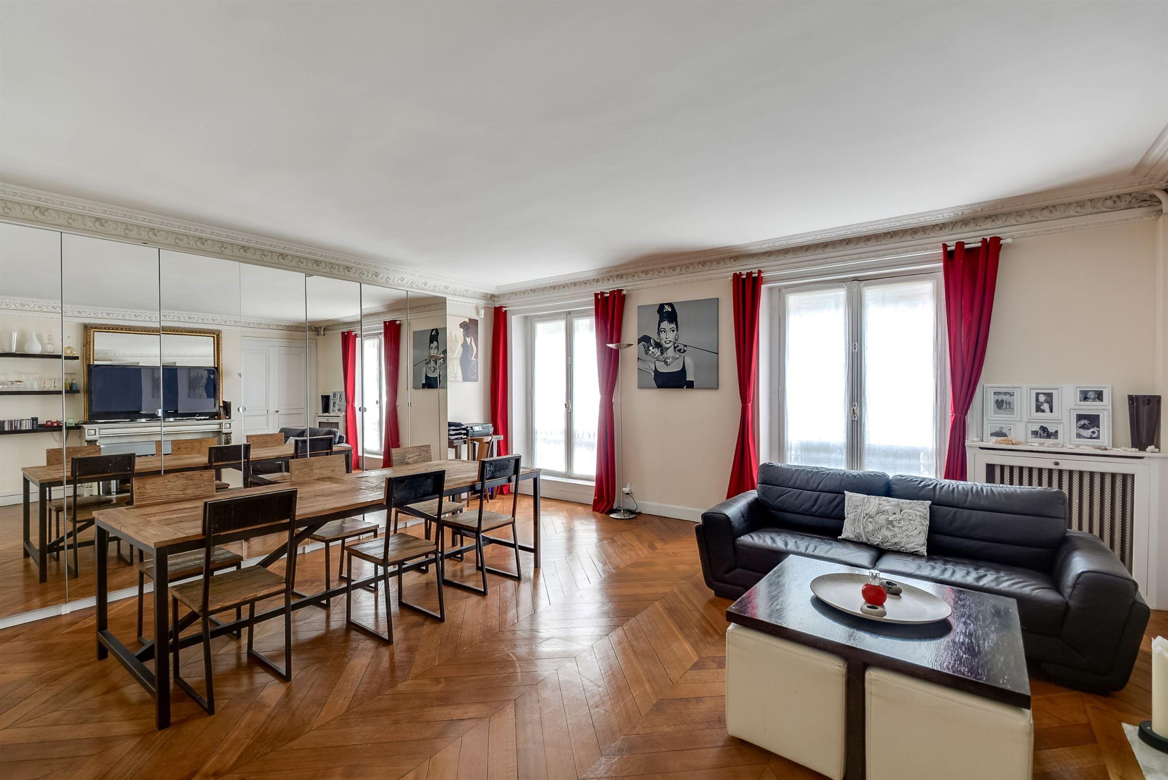 Appartement pour l Vente à Paris 8. Madeleine. Family apartment in good condition Paris, Paris 75008 France