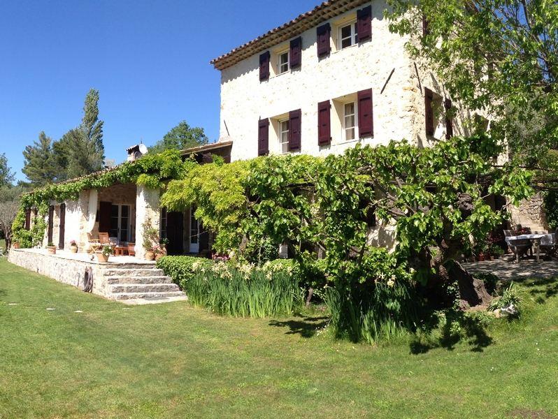 Single Family Homes por un Venta en AUTHENTIC STONE BASTIDE WITH BEAUTIFUL VIEW Fayence, Provincia - Alpes - Costa Azul 83440 Francia