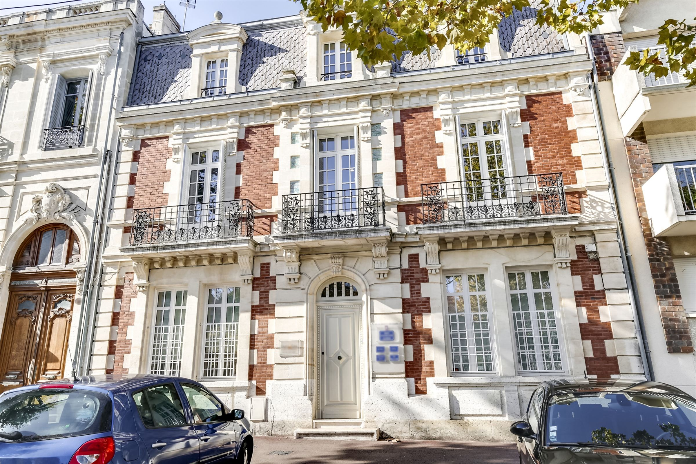sales property at ARCACHON CENTER, DIRECTLY NEAR THE BEACH - BEAUTIFUL MANSION ENTIRELY RENOVATED