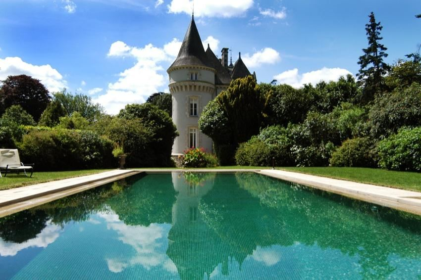 sales property at EXCLUSIVITY. Quimper. Castle with dependance and swimming-pool......