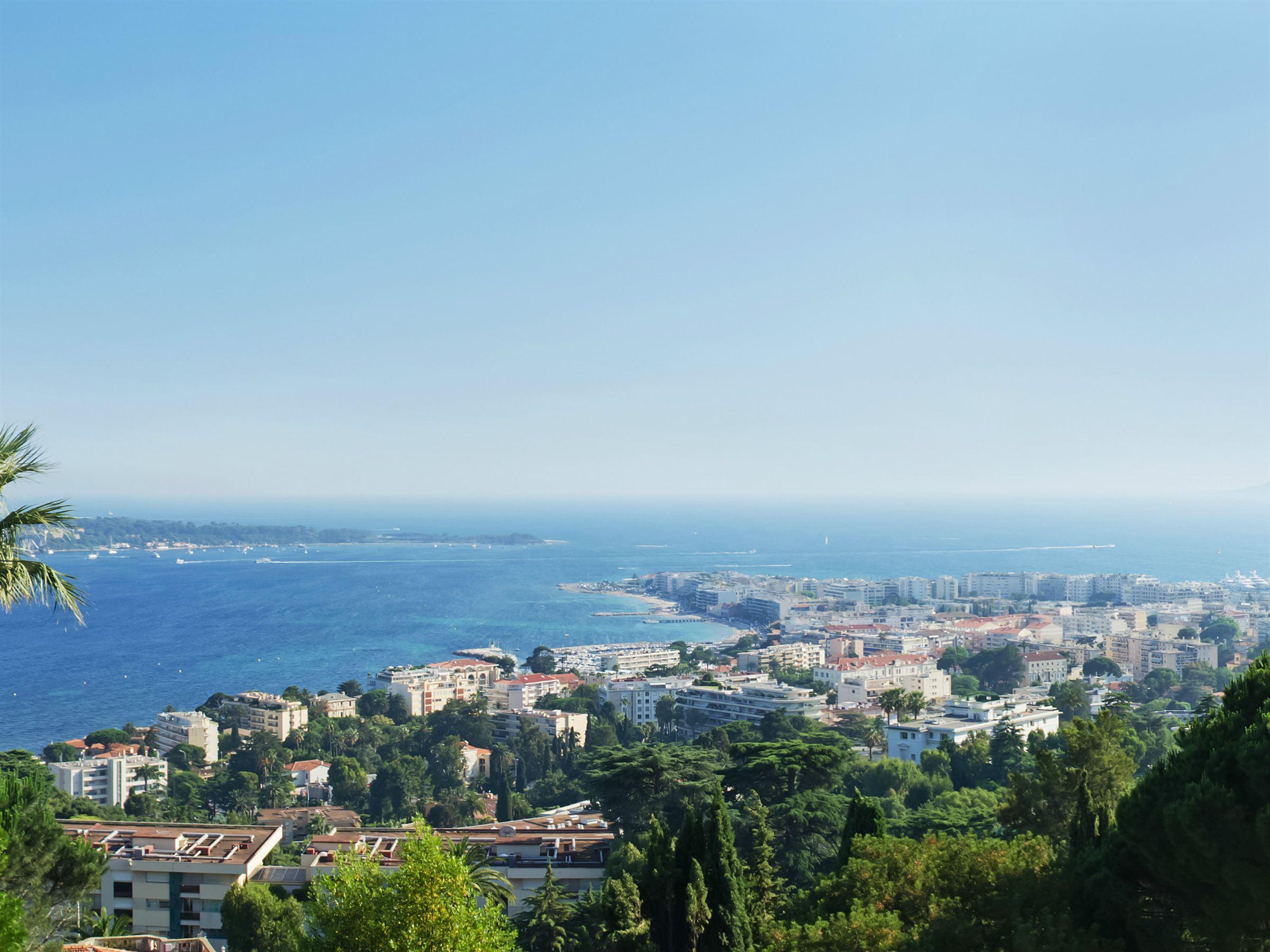 アパート のために 売買 アット Californie, 3 roomed apartment with panoramic sea view Cannes, プロバンス=アルプ=コート・ダジュール, 06400 フランス