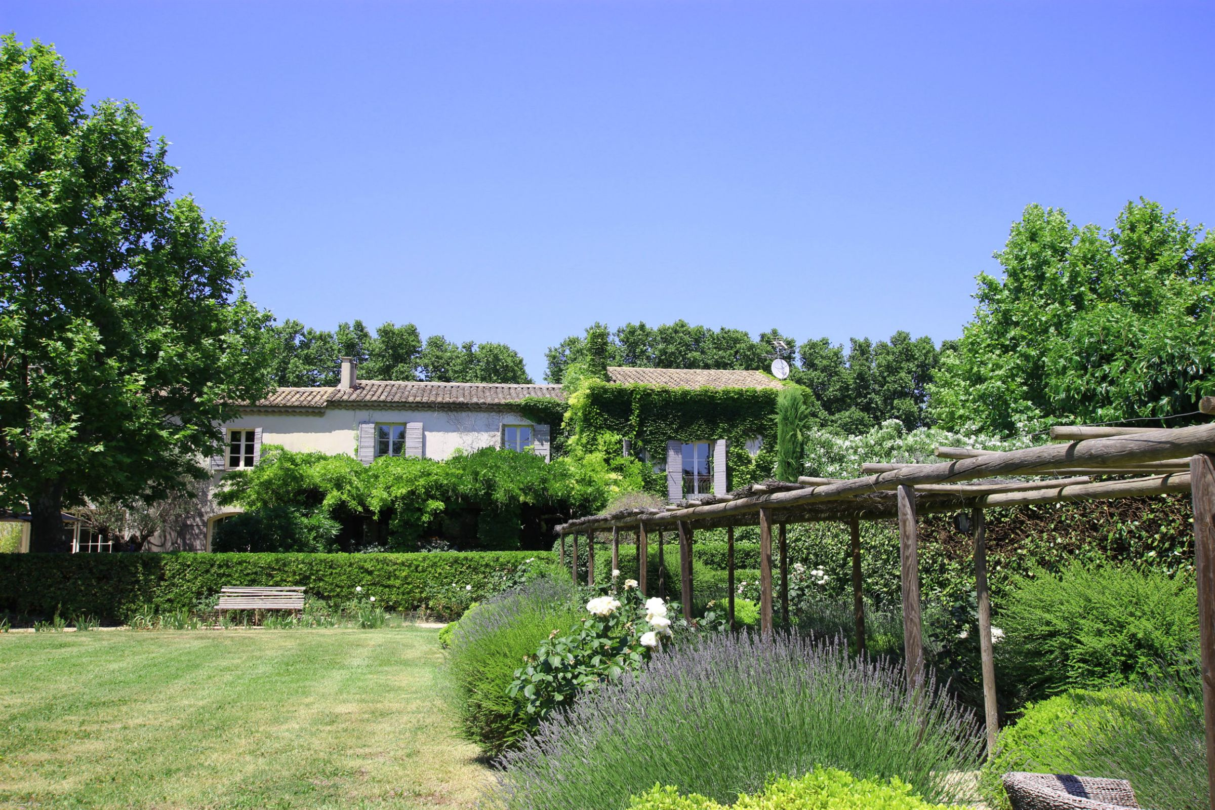 sales property at large provencal estate in st remy de provence