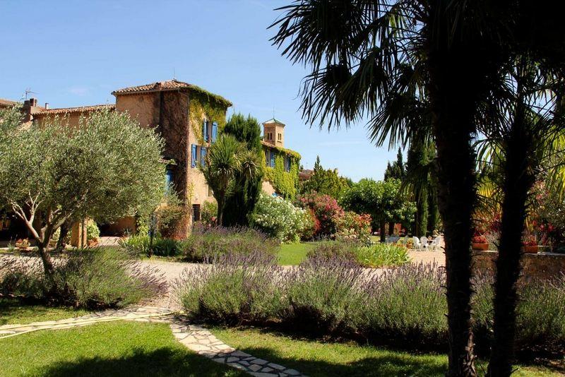 Single Family Homes por un Venta en UNDER OFFER: Authentic country house with park Aups, Provincia - Alpes - Costa Azul 83630 Francia