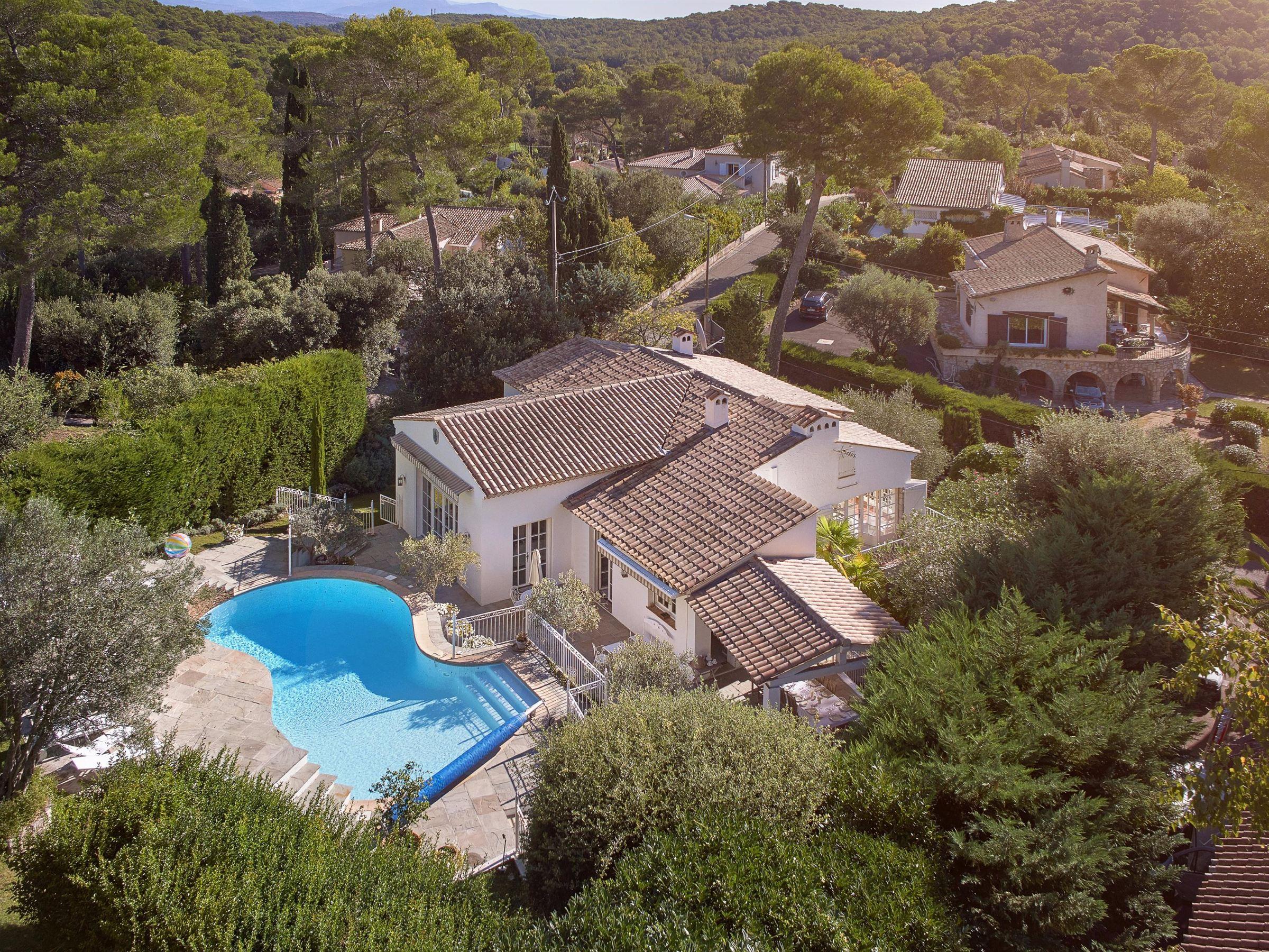 Villa per Vendita alle ore beautiful provençal villa in a private domain Mougins, Provenza-Alpi-Costa Azzurra 06250 Francia