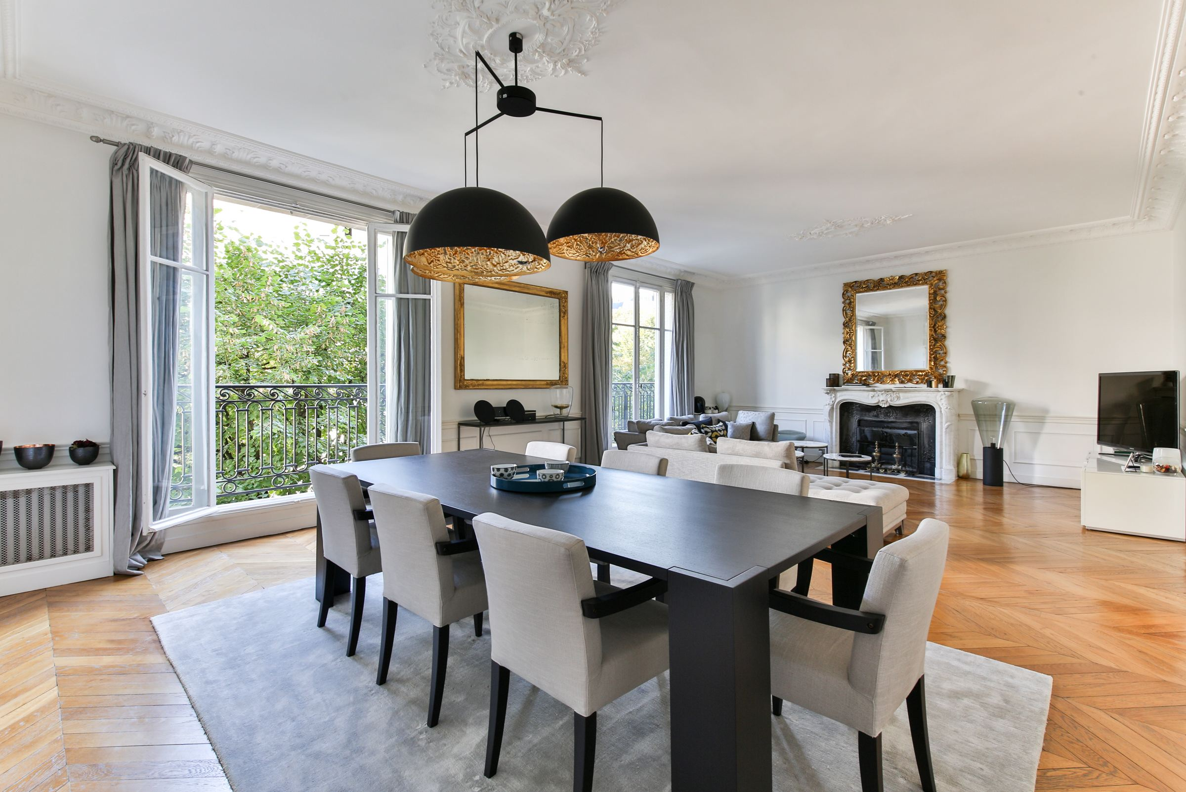 Property For Sale at Neuilly - Pasteur sector. Apartment. Luxury amenities.