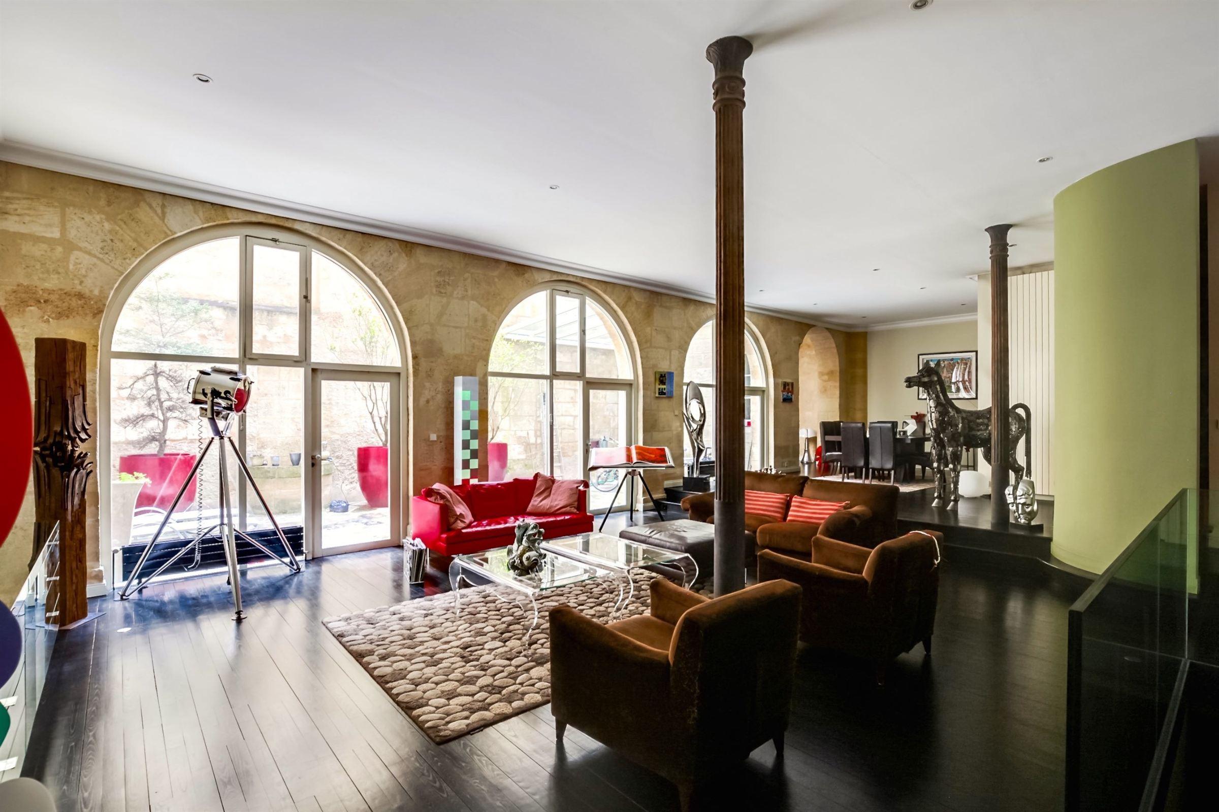 아파트 용 매매 에 DOWNTOWN BORDEAUX - VAST 4 BEDROOM DUPLEX WITH 2 TERRACES AND PARKING SPACES Bordeaux, 아키텐주, 33000 프랑스