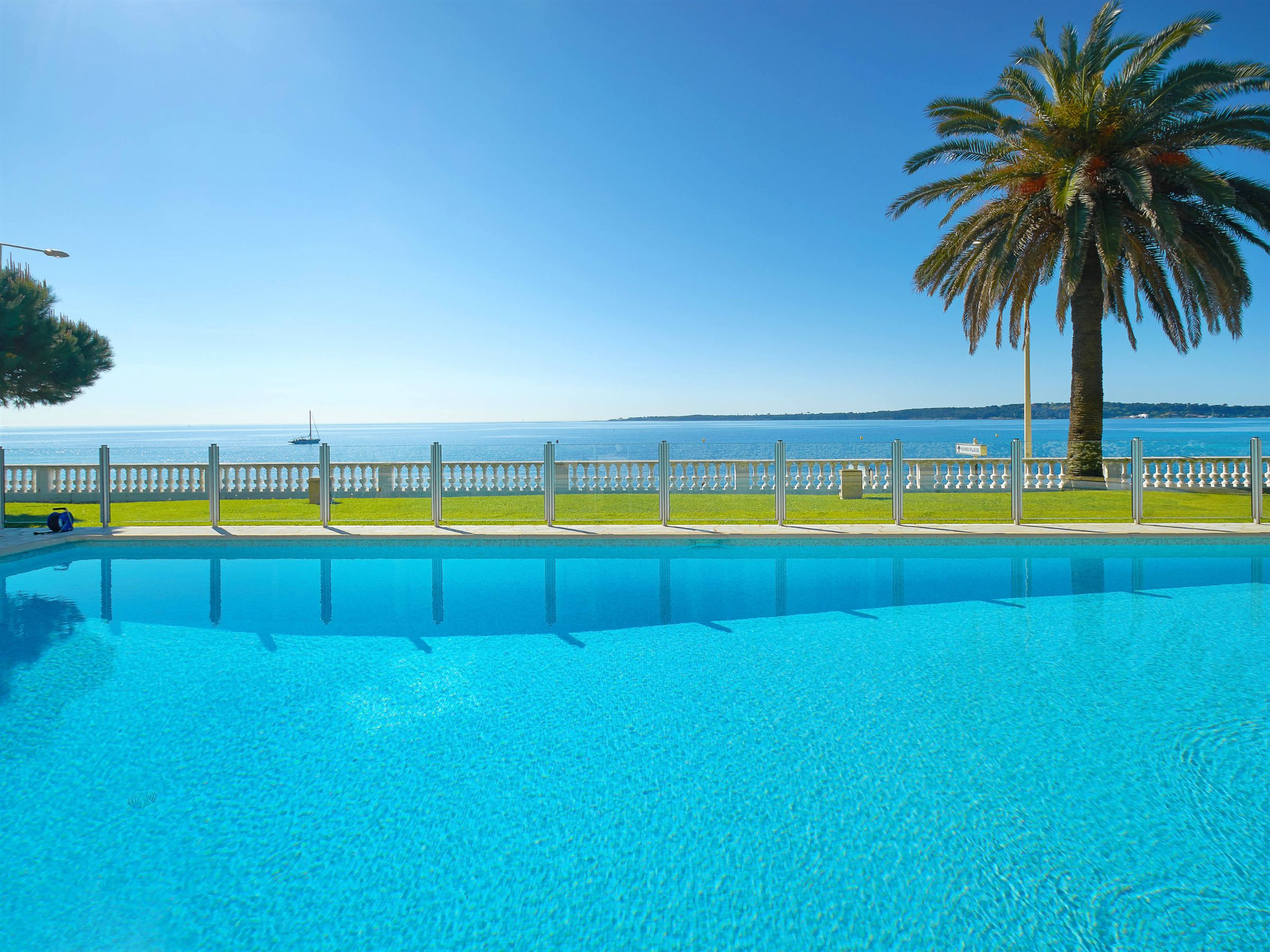 Apartment for Sale at Cannes, luxurious garden floor apartment in seaside building with swimming pool Cannes, Provence-Alpes-Cote D'Azur 06400 France