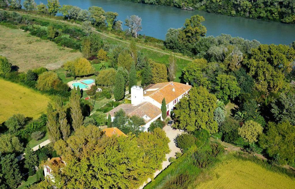 Property For Sale at CAMARGUES UNIQUE ESTATE !