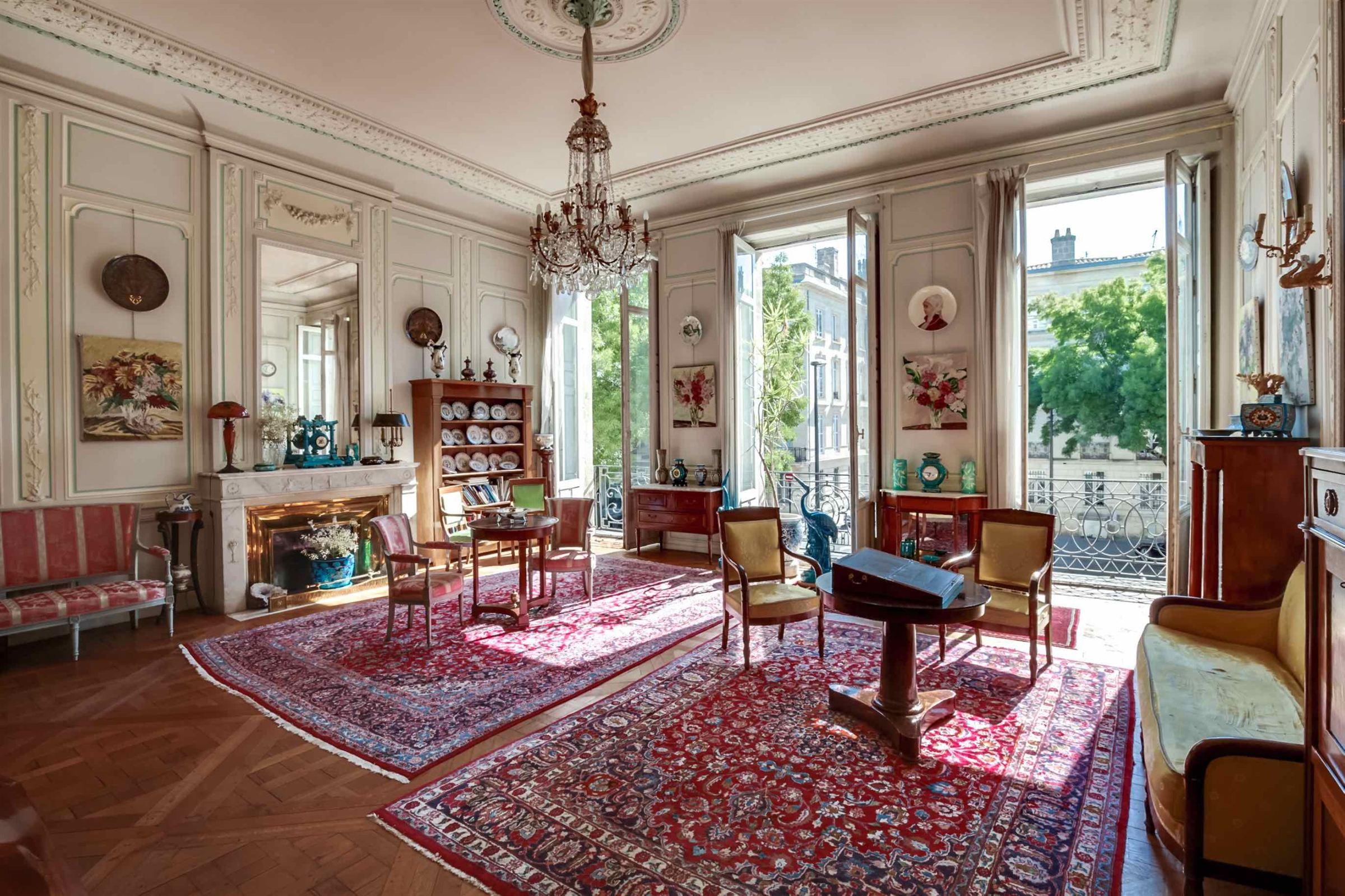 アパート のために 売買 アット BORDEAUX - PUBLIC GARDEN - 220sqm - TERACE - PATIO Bordeaux, アキテーヌ, 33000 フランス