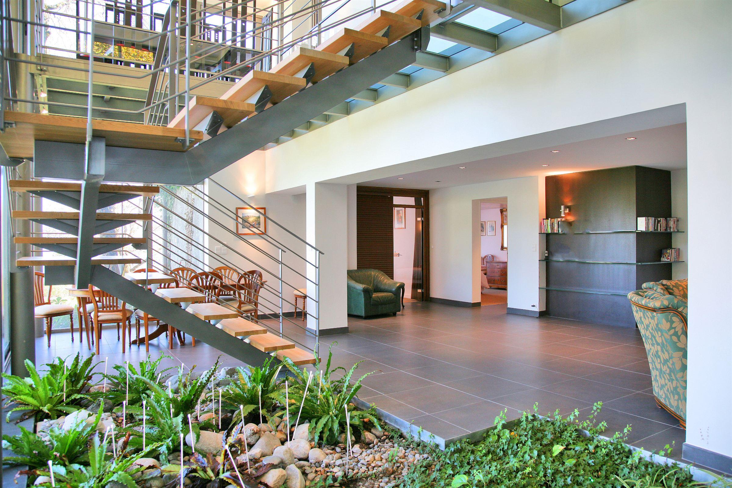 Villa per Vendita alle ore Luxury Property with swimming pool west bank Annecy lake Sevrier, Rodano-Alpi, 74320 Francia