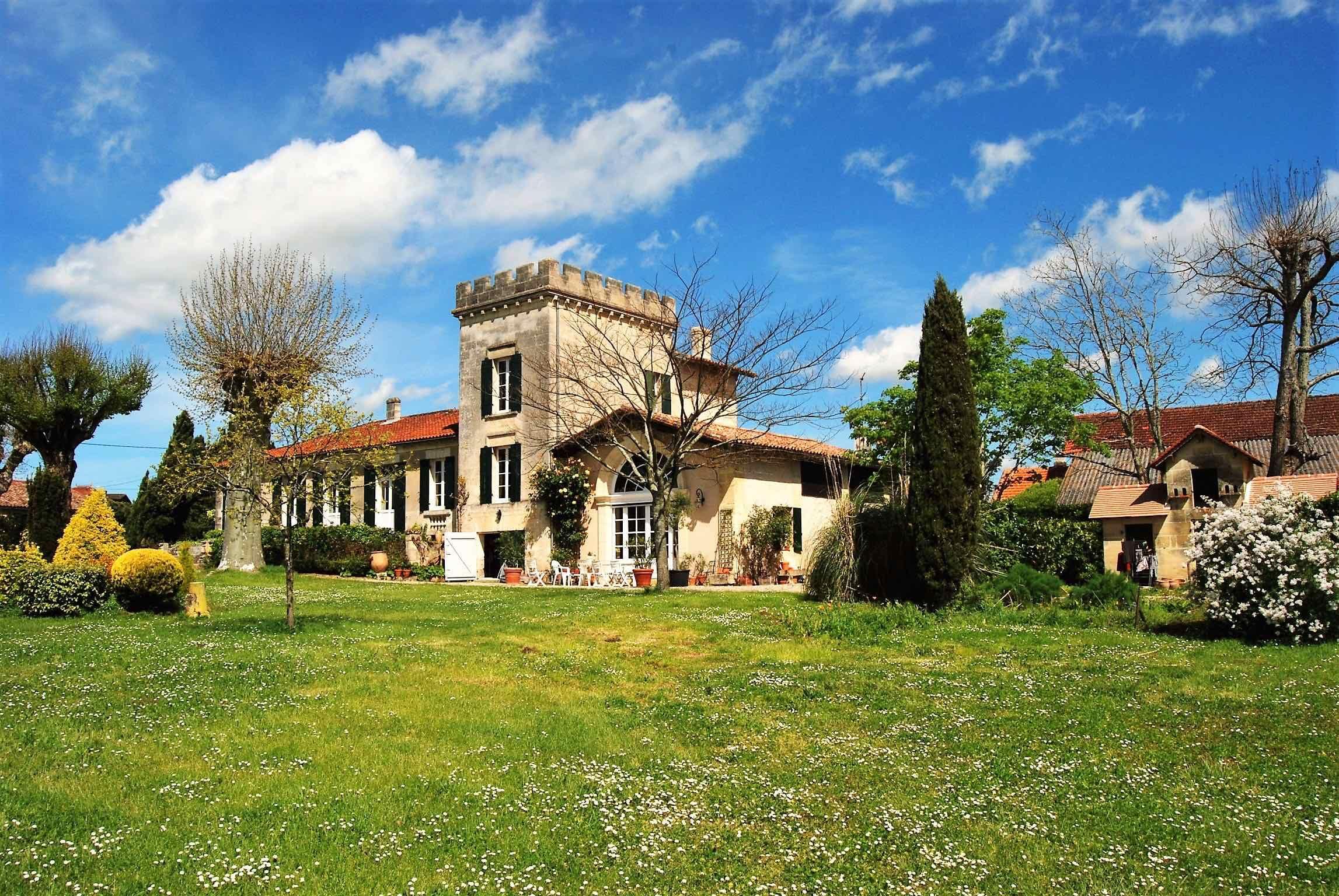 Casa Unifamiliar por un Venta en BORDEAUX 40MN - 18th CENTURY MANOR OF CHARACTER Bordeaux, Aquitania, 33000 Francia
