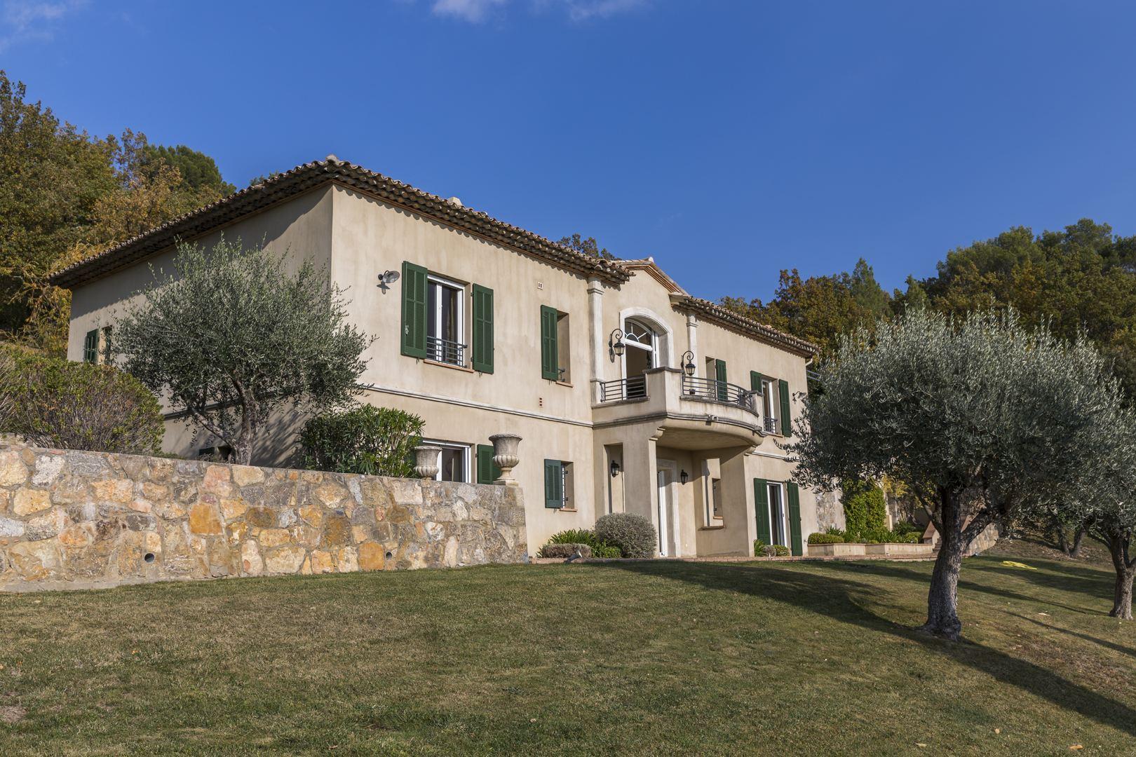 Single Family Homes por un Venta en Villa with overwhelming view Seillans, Provincia - Alpes - Costa Azul 83440 Francia