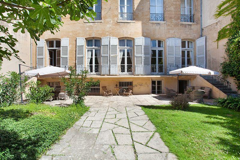 Apartments por un Venta en Luxe apartment with garden Aix-En-Provence, Provincia - Alpes - Costa Azul 13100 Francia