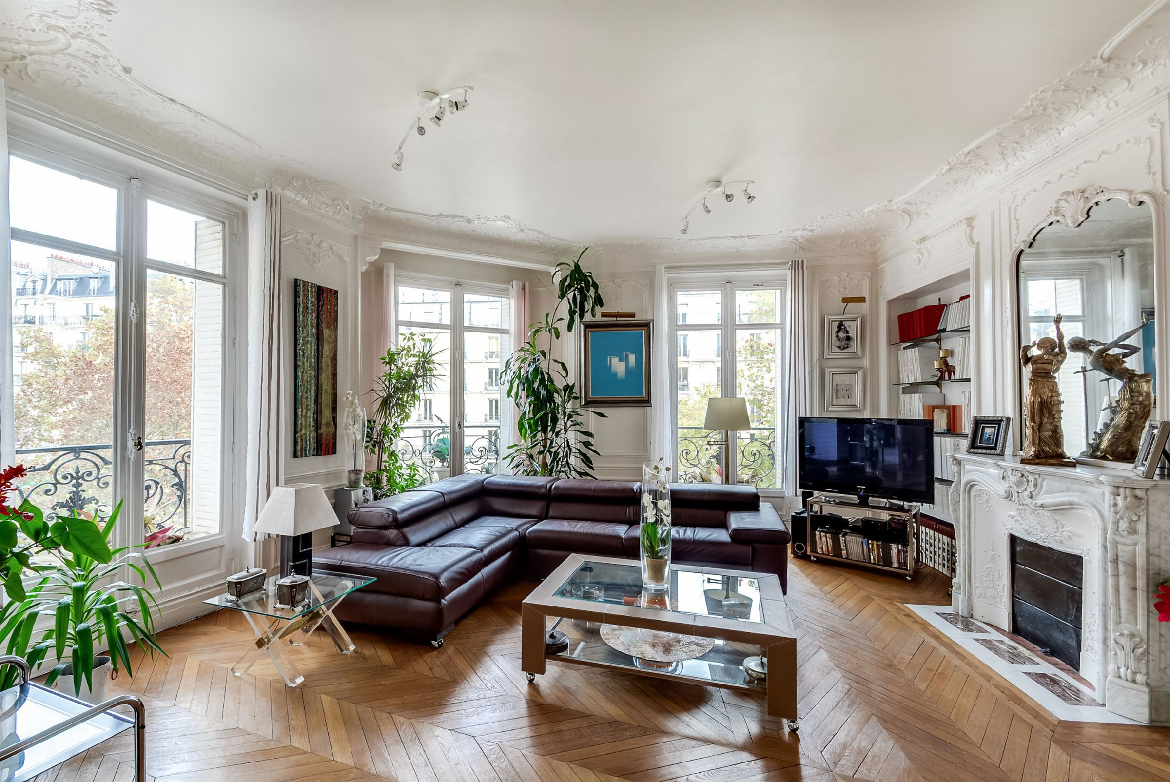 아파트 용 매매 에 Paris 9 - Sole Agence. Elegant apartment, 3rd floor, open view Paris, 파리 75009 프랑스