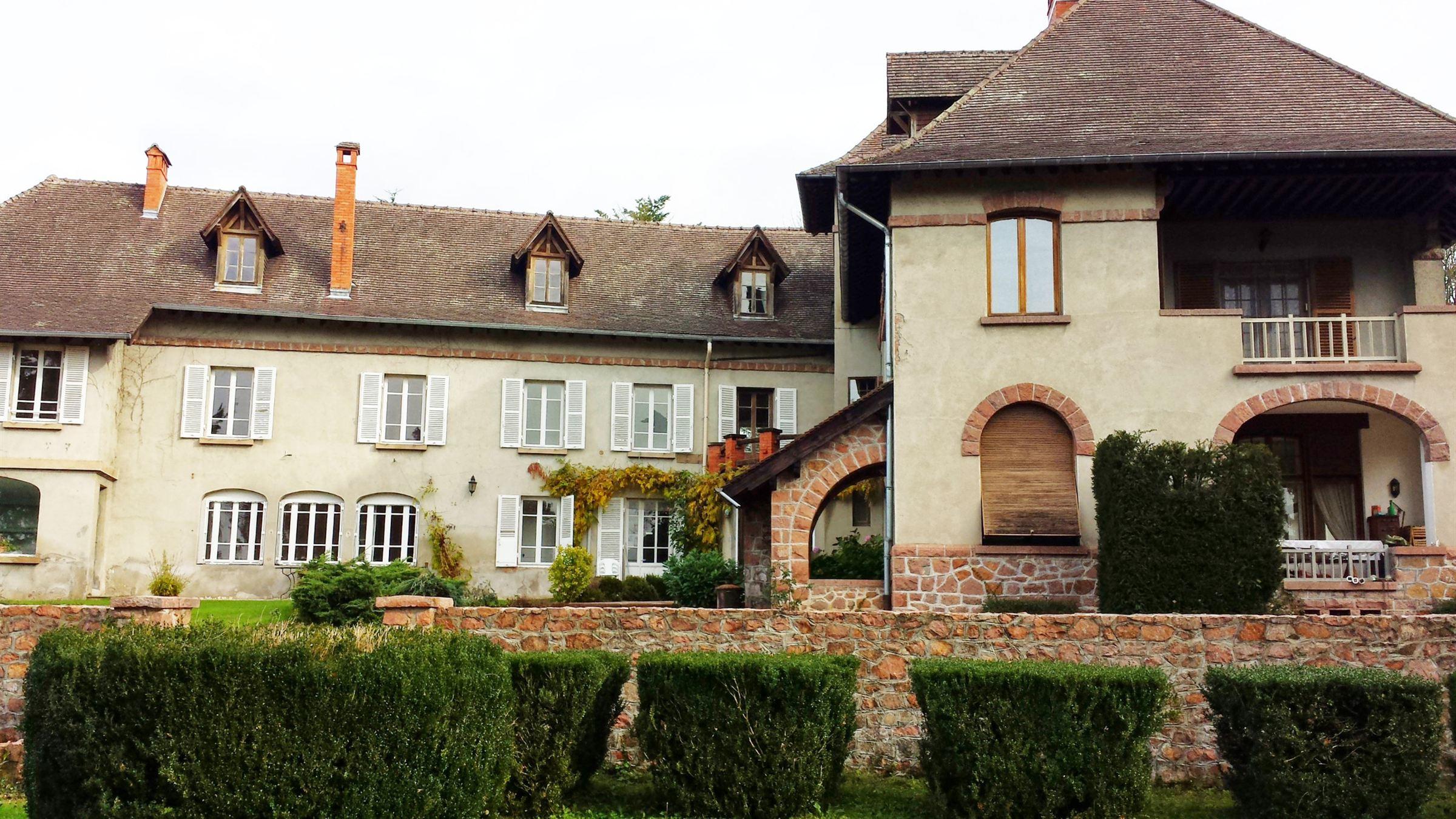Property For Sale at A 1h1/4 de LYON beau Manoir de 900 m²
