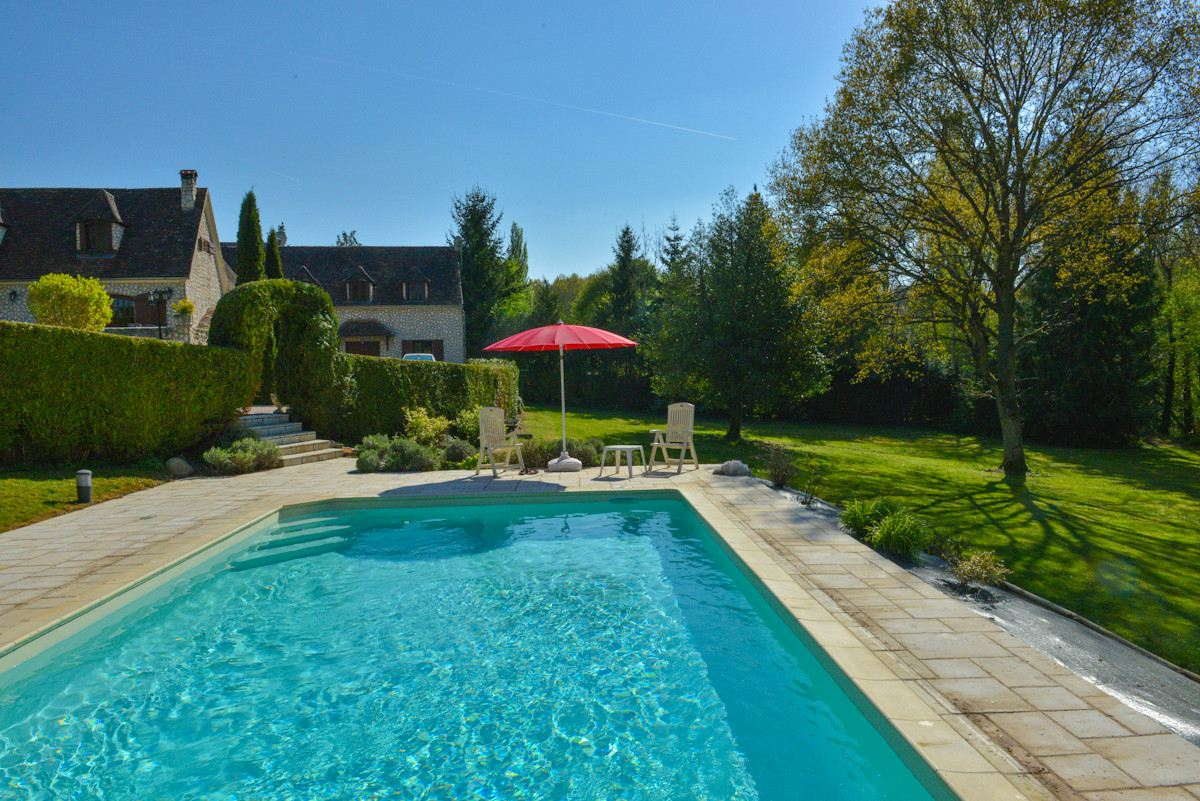 Property For Sale at Between Clermont and Beauvais, Charming property of 270 m2 on 11.000m2