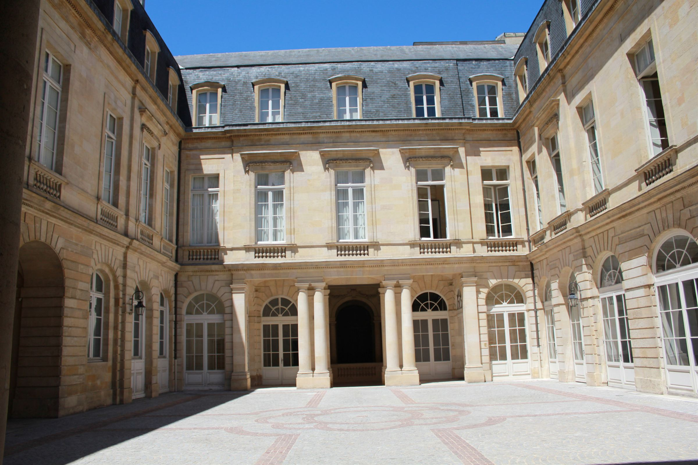 Apartamento por un Venta en BORDEAUX GRAND THEATRE - GREAT LOCATION - EXCEPTIONNAL APARTMENT - Bordeaux, Aquitania 33000 Francia