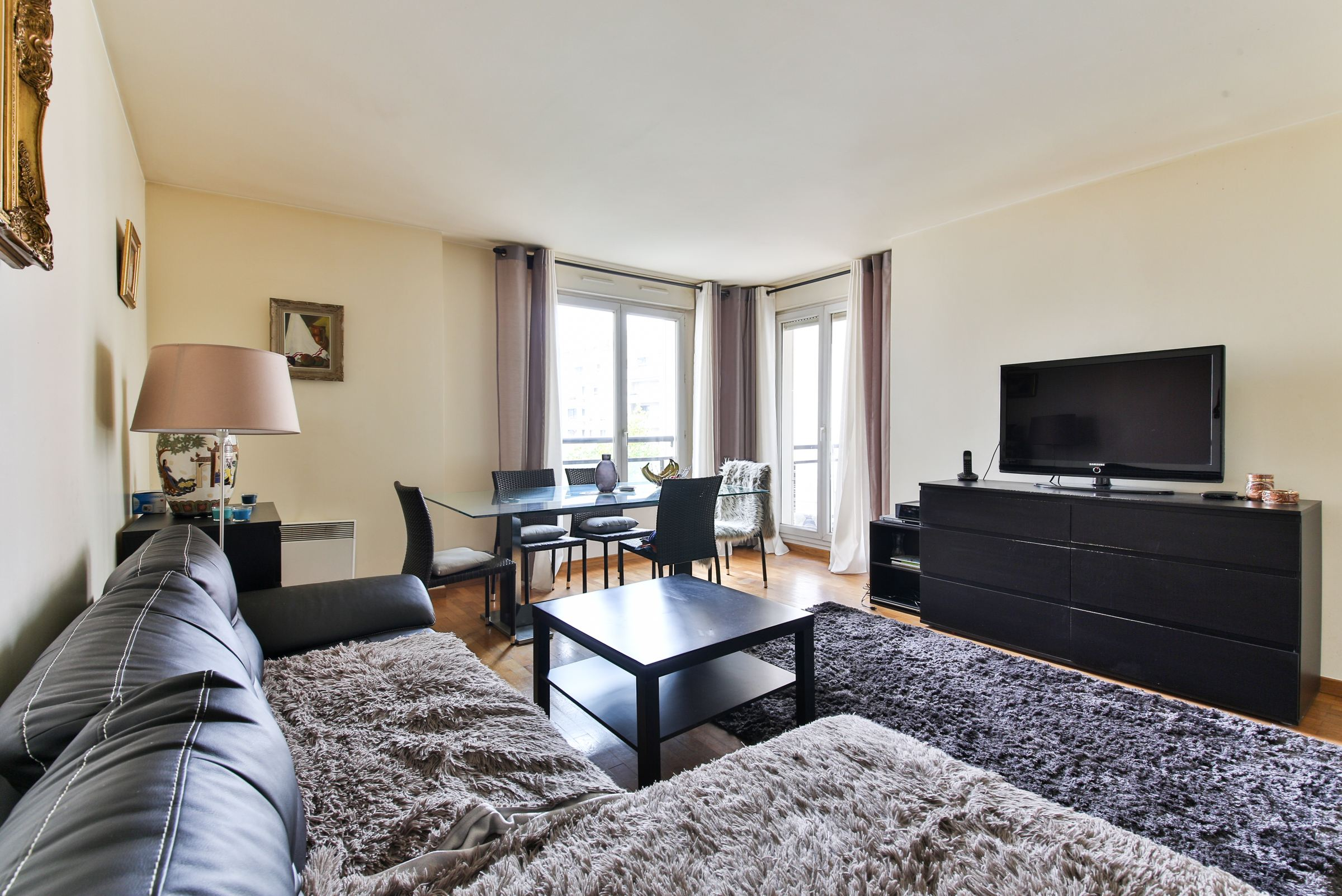 Property For Sale at Levallois. A 2 rooms apartment in good condition + small terrace