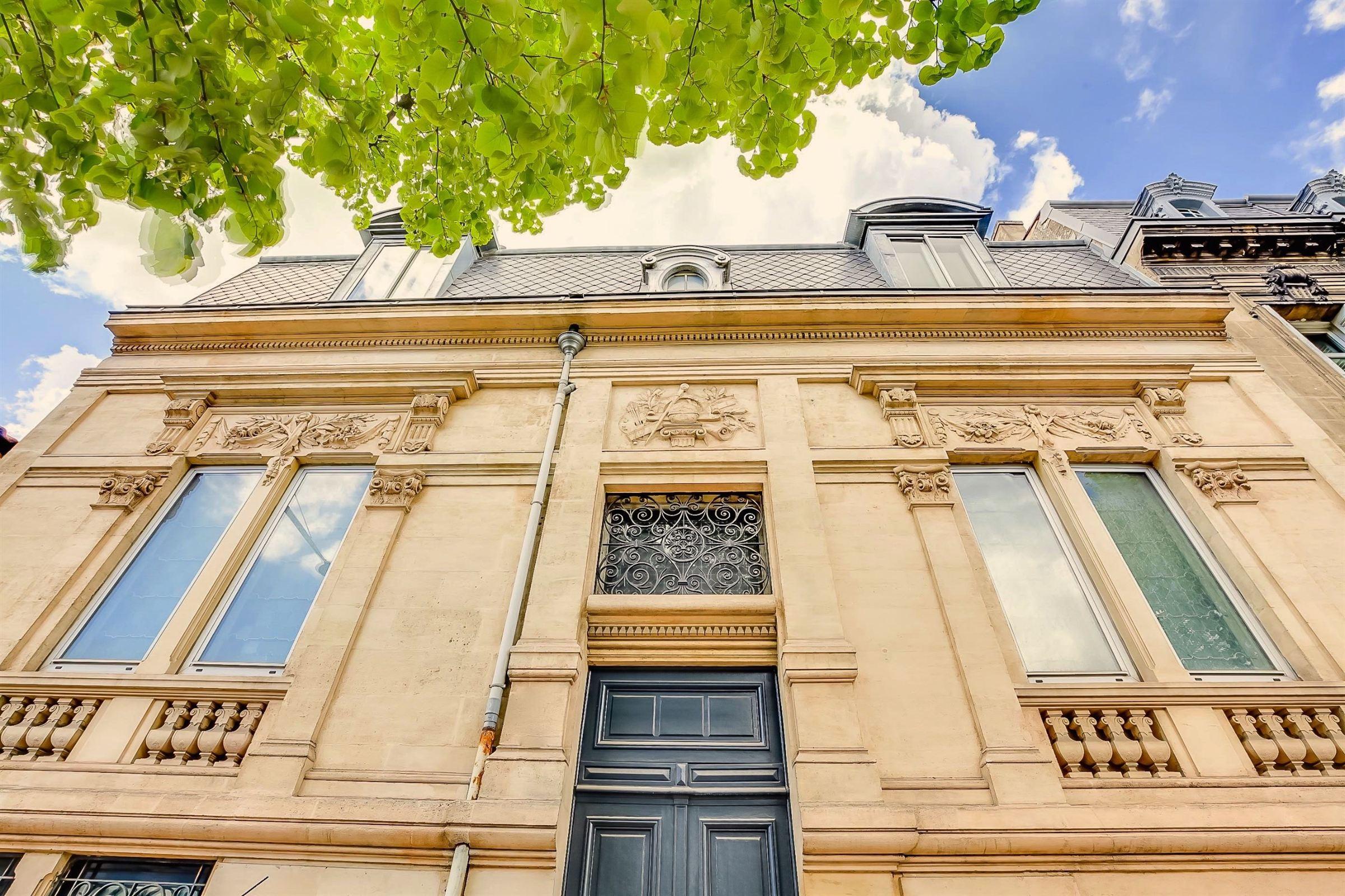 Casa Unifamiliar por un Venta en DOWNTOWN BORDEAUX - GORGEOUS TOWN-HOUSE - SPA - PARKING Bordeaux, Aquitania, 33000 Francia