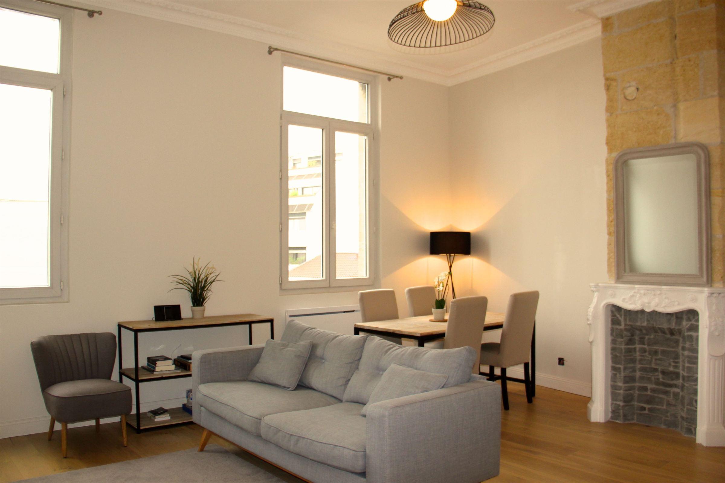 """Appartement pour l Vente à BORDEAUX CENTER - ELEGANT APARTMENT - IDEAL """"PIED-A-TERRE"""" Bordeaux, Aquitaine 33000 France"""