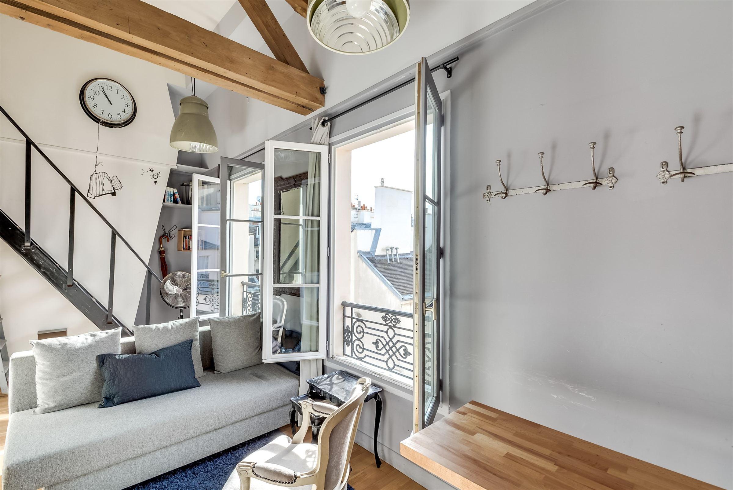 Apartamento por un Venta en Paris 4 - Ile St Louis. Duplex, top floor. Lots of charm Paris, Paris, 75004 Francia