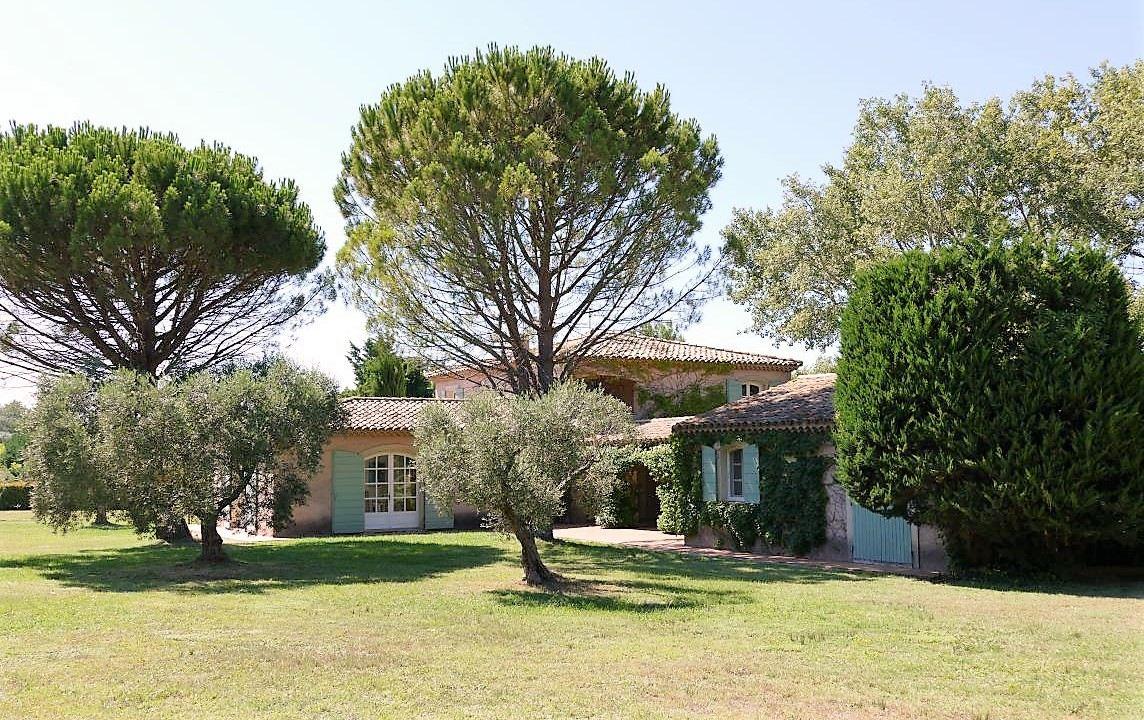 Single Family Homes por un Venta en Eygalieres 15 minutes from Saint Rémy de Provence Eygalieres, Provincia - Alpes - Costa Azul 13810 Francia