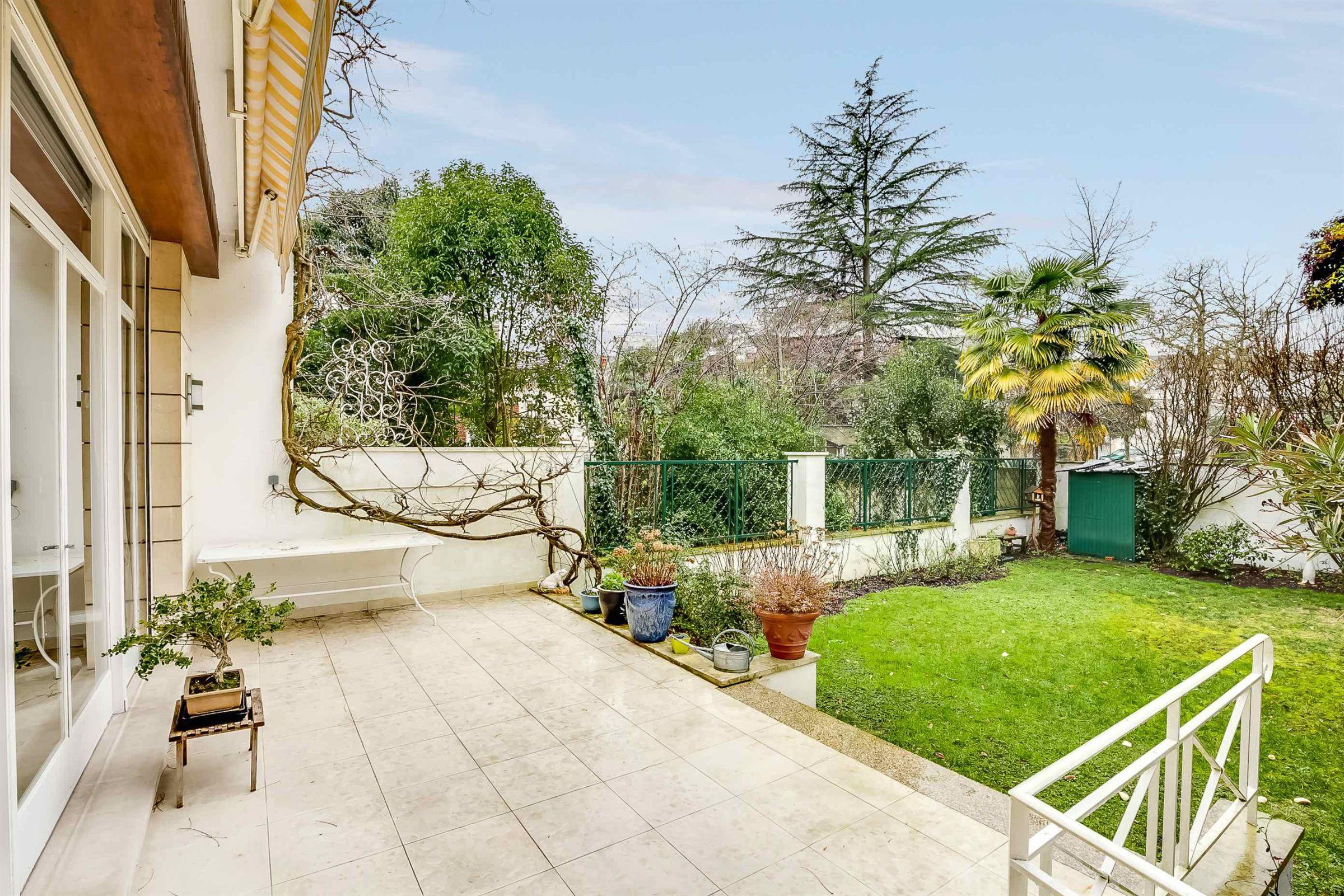 Einfamilienhaus für Verkauf beim BORDEAUX - VERY SPACIOUS CONTEMPORARY SINGLE-FAMILY HOME Bordeaux, Aquitanien, 33000 Frankreich