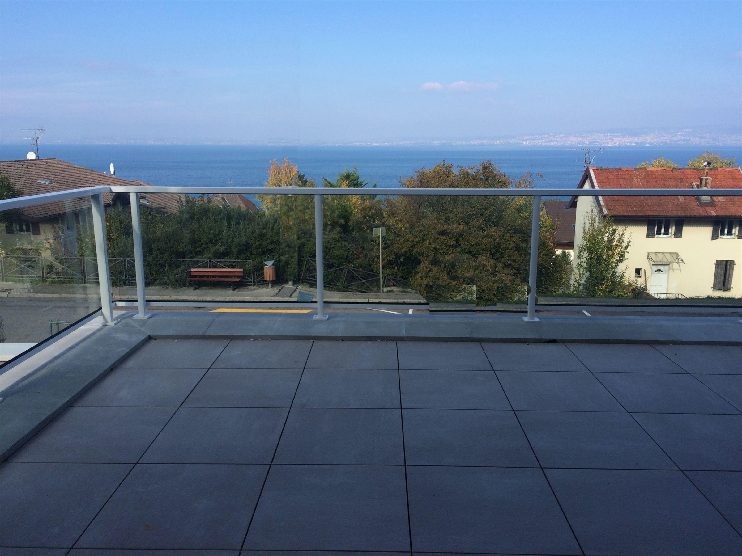 Apartamento por un Venta en EVIAN, NEW FLAT 3 BEDROOMS Evian Les Bains, Ródano-Alpes, 74500 Francia