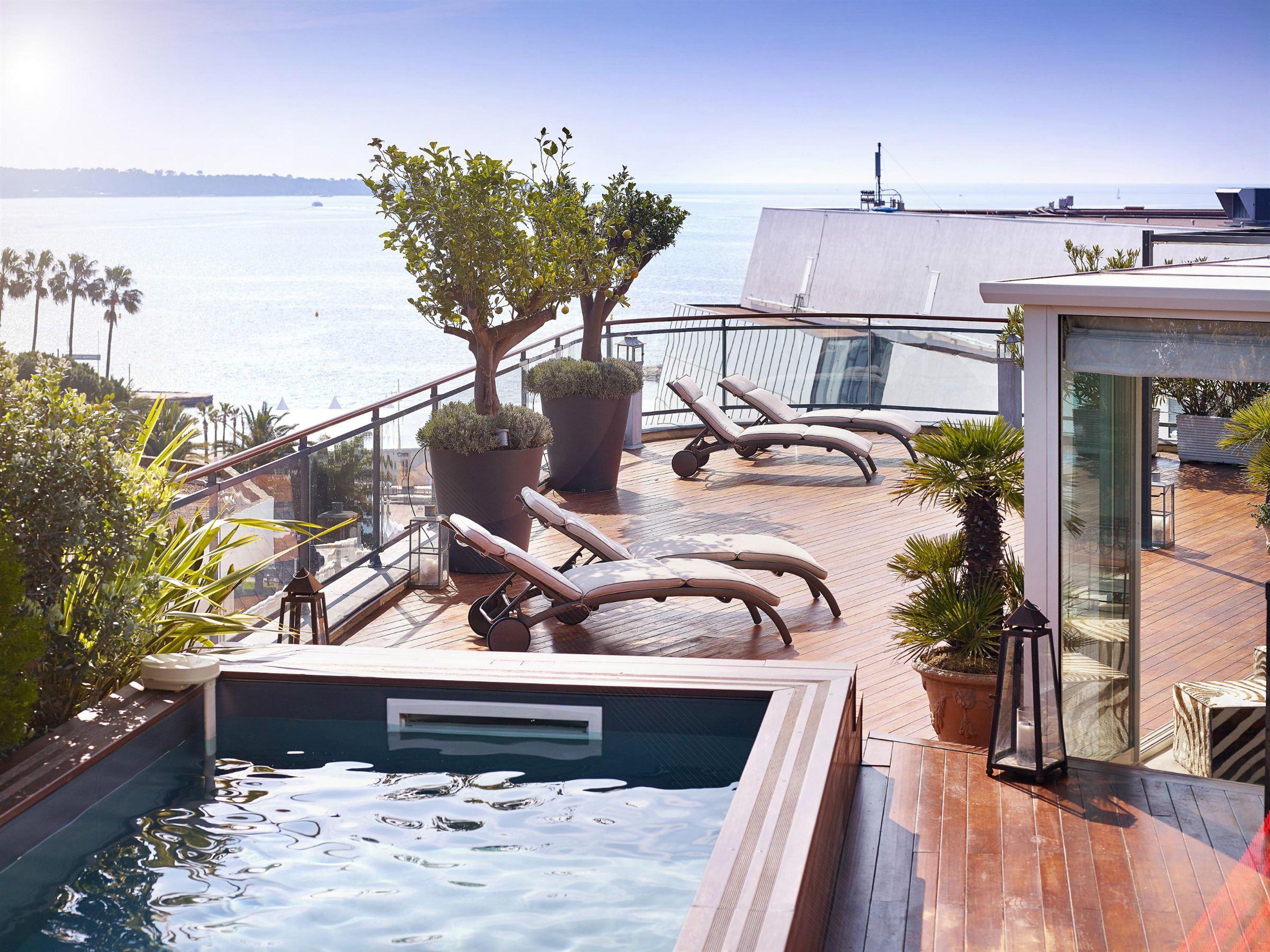 Căn hộ vì Bán tại Luxury penthouse for sale in front of the Palais des Festivals Cannes, Provence-Alpes-Cote D'Azur 06400 Pháp