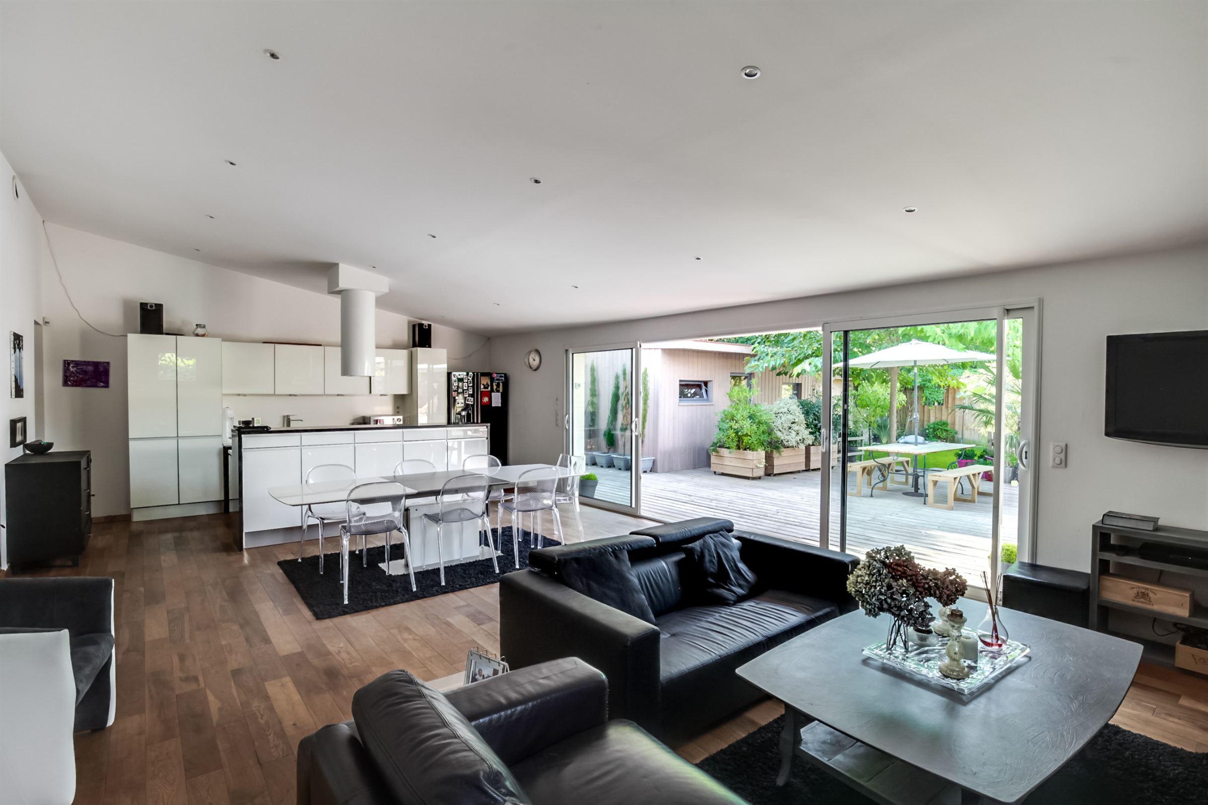Einfamilienhaus für Verkauf beim BORDEAUX CAUDERAN MAISON EN PIERRE DE PLAIN-PIED AVEC PISCINE Bordeaux, Aquitanien, 33200 Frankreich