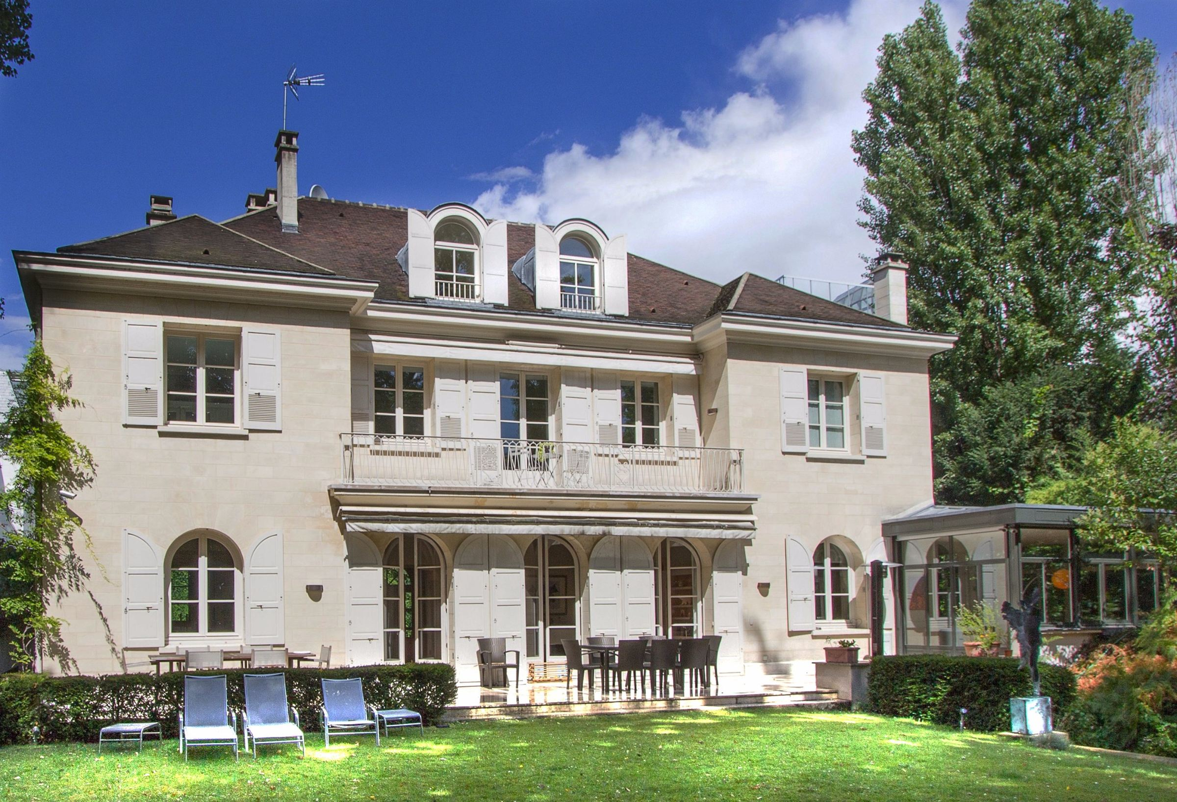 Property For Sale at Neuilly - St James. A 450 sq.m Private Mansion + a 1000 sq.m garden