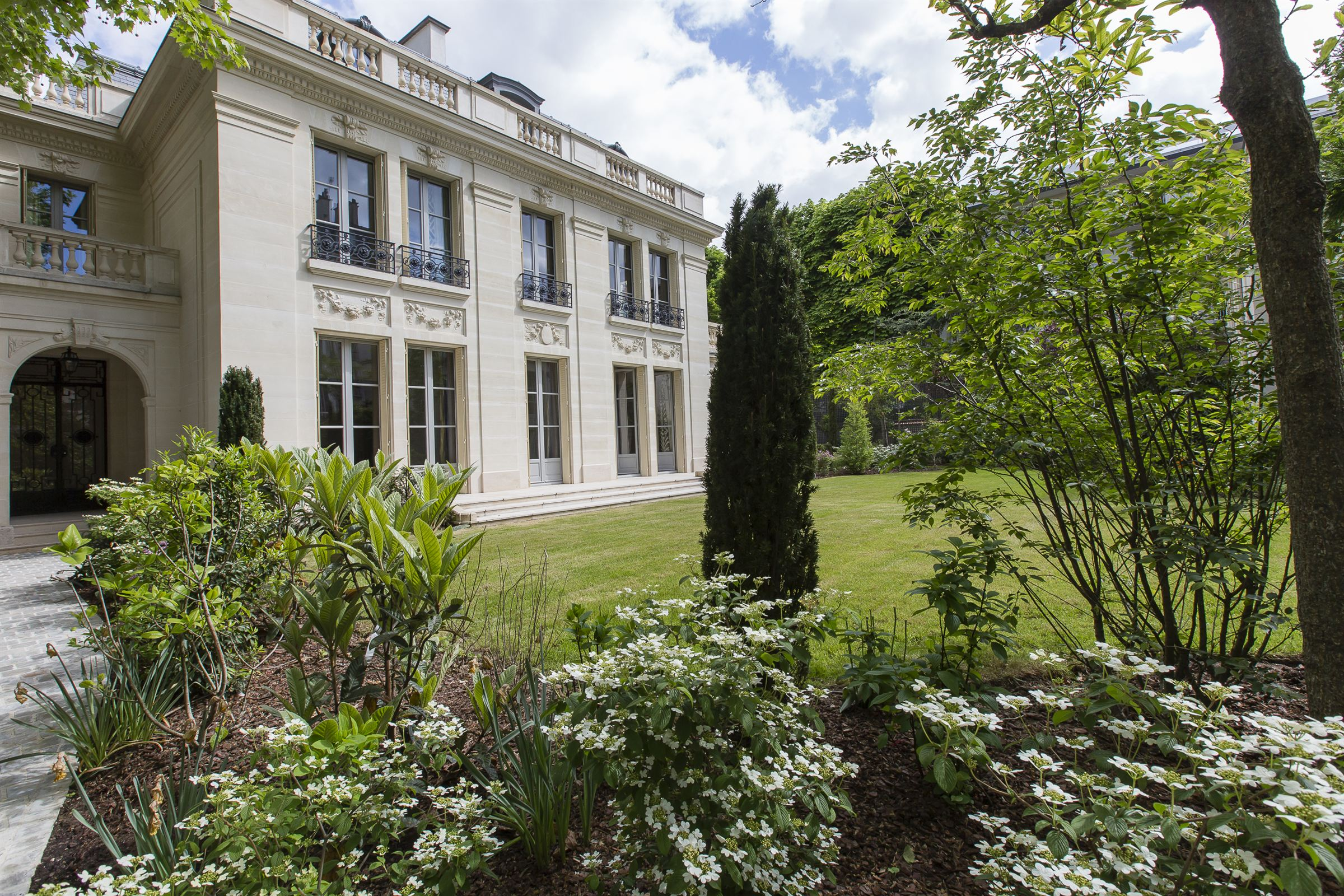 sales property at Neuilly - a luxurious private mansion