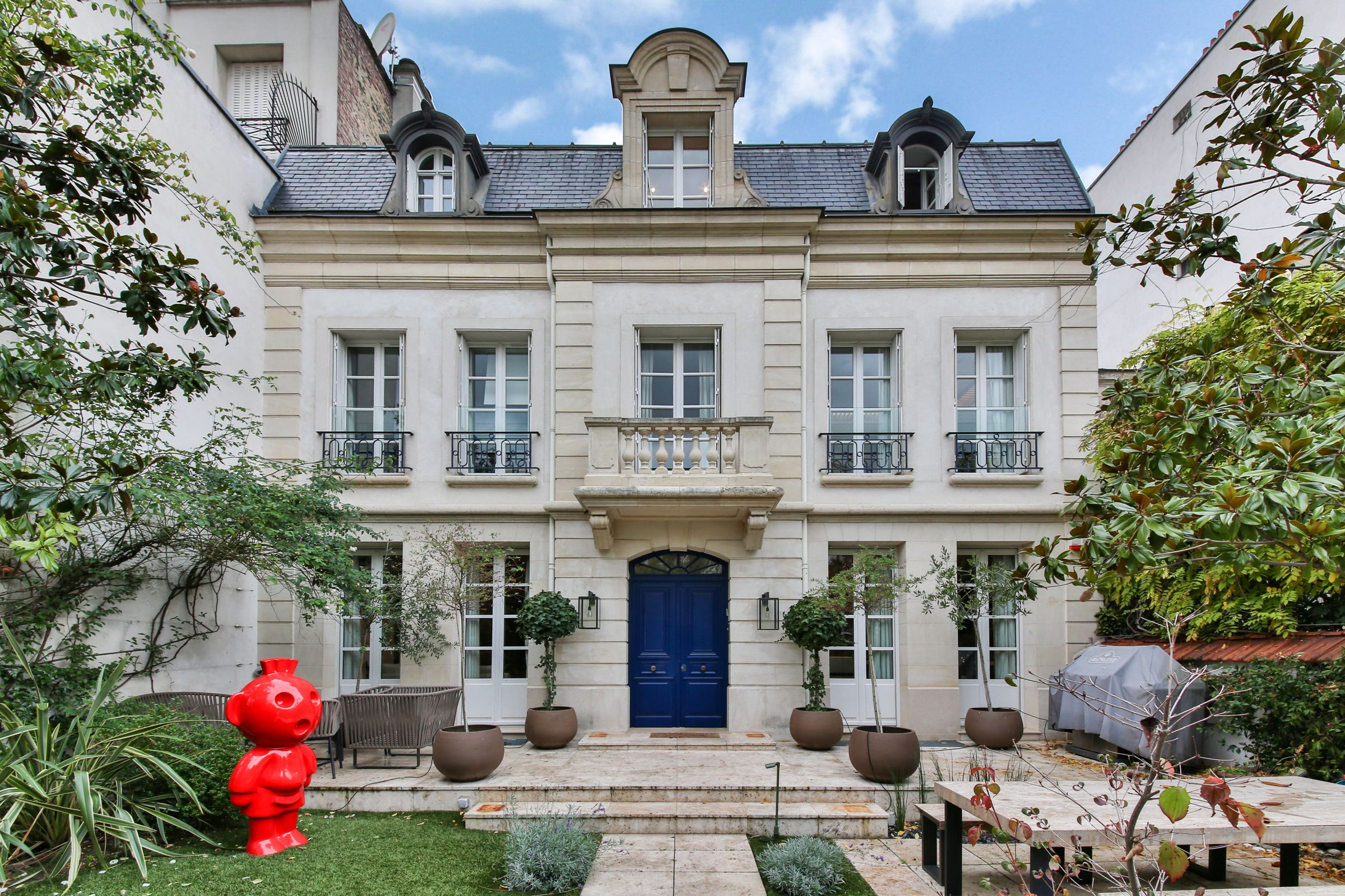 Property For Sale at Neuilly - Mairie. A 300 sq.m Private Mansion + garden and swimming pool
