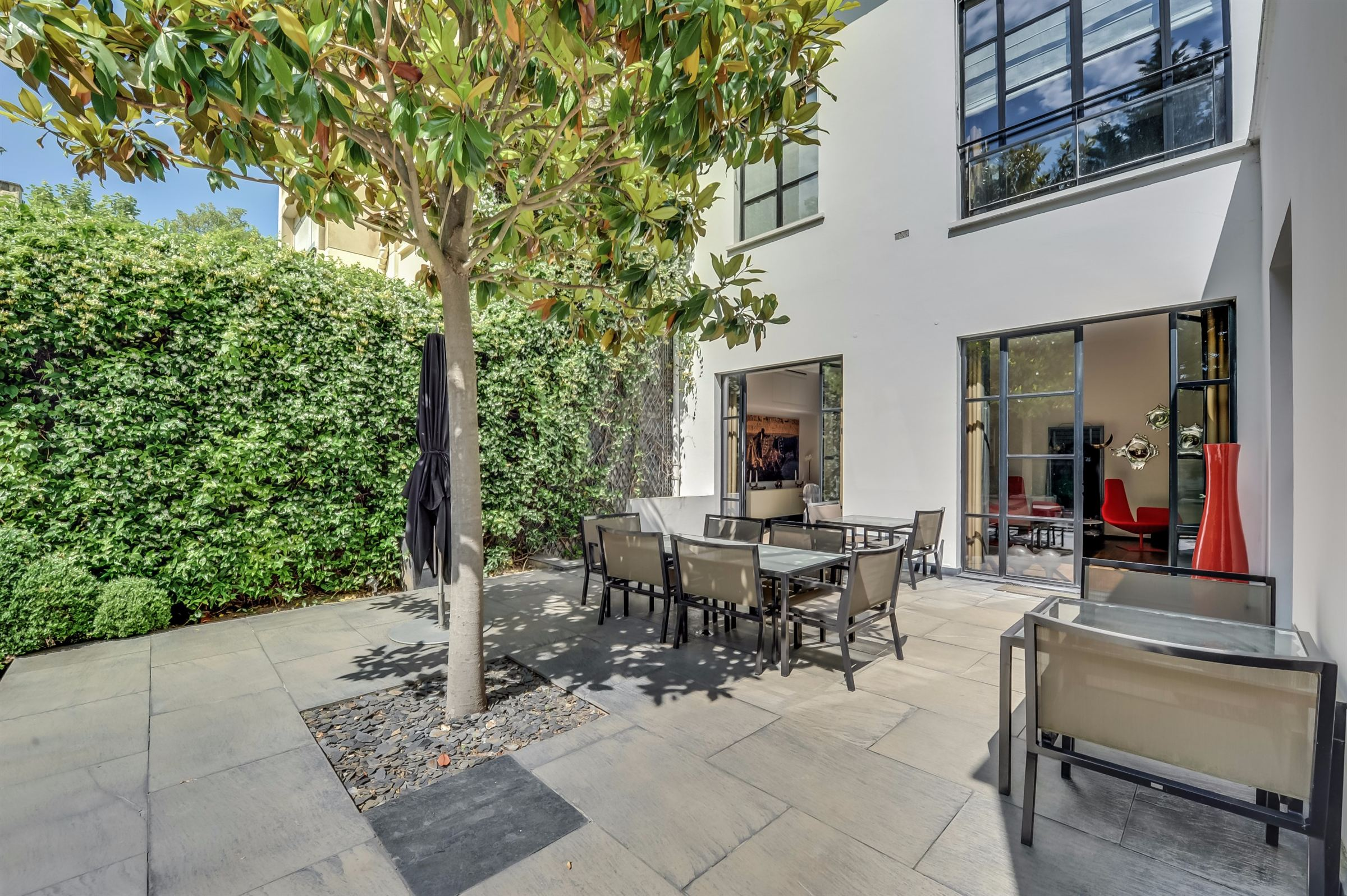sales property at A 550 sq.m Private Mansion, Neuilly - Saint James, 5 bedrooms