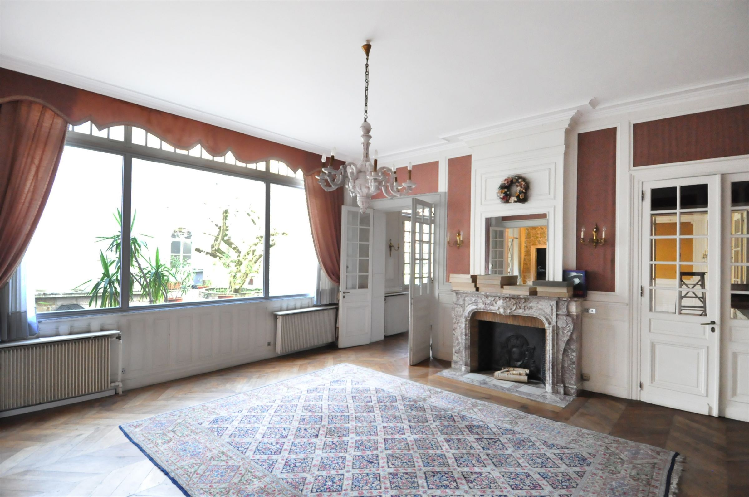 Property For Sale at Valenciennes, work Mansion with 770 m2 hab.