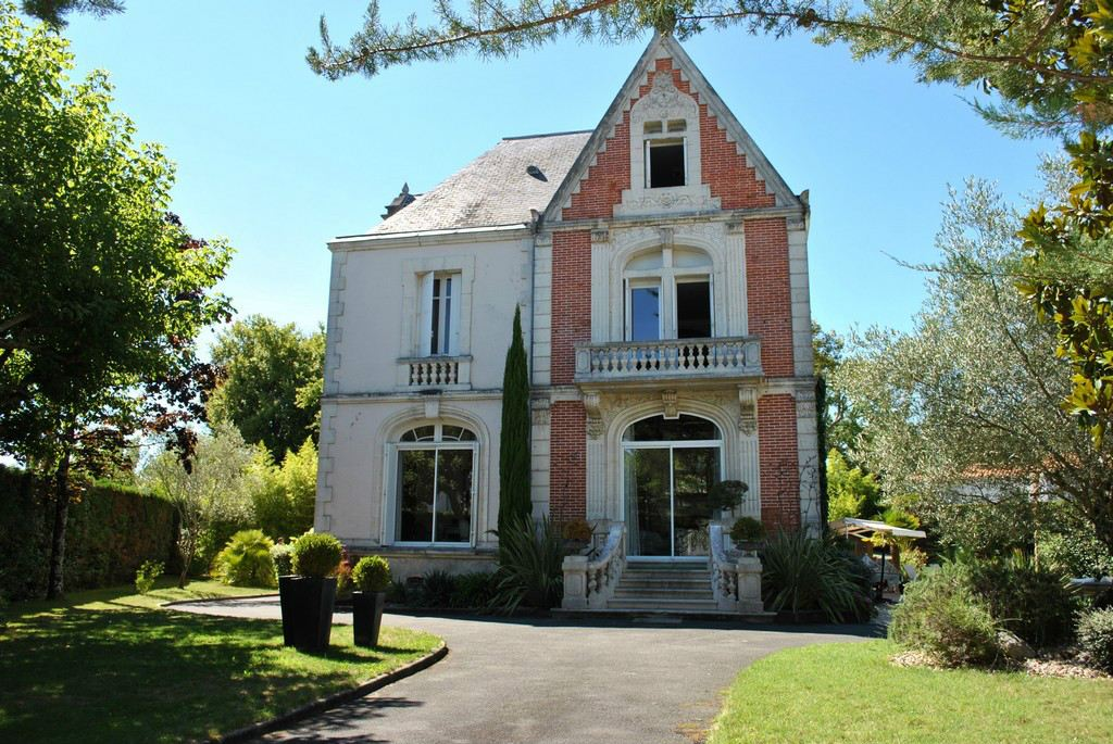 Property For Sale at Detached House 3mn from the sea - ROYAN