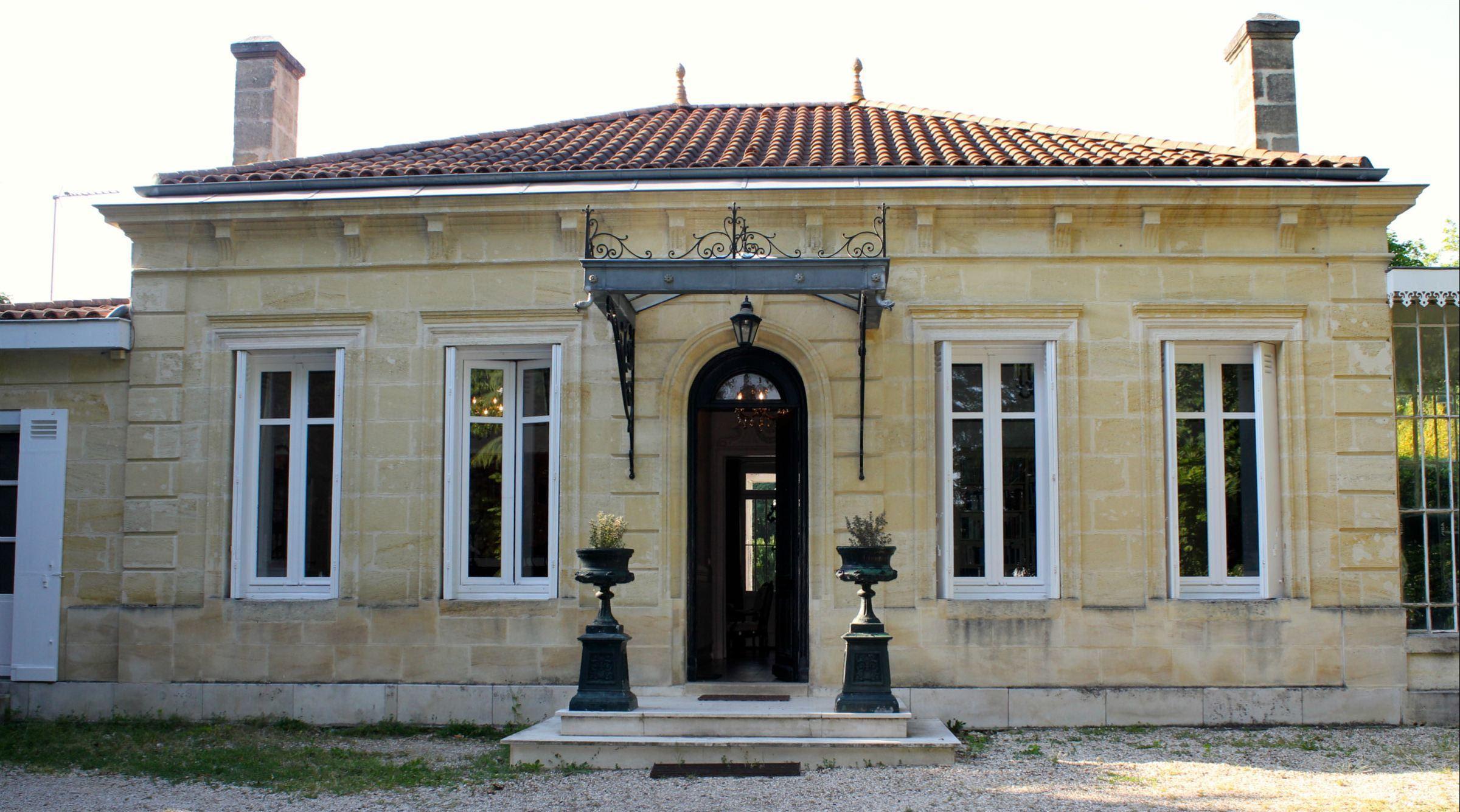 Casa Unifamiliar por un Venta en BORDEAUX - PESSAC - BEAUTIFUL STONE PRIVATE RESIDENCE WITH PARK Bordeaux, Aquitania, 33000 Francia