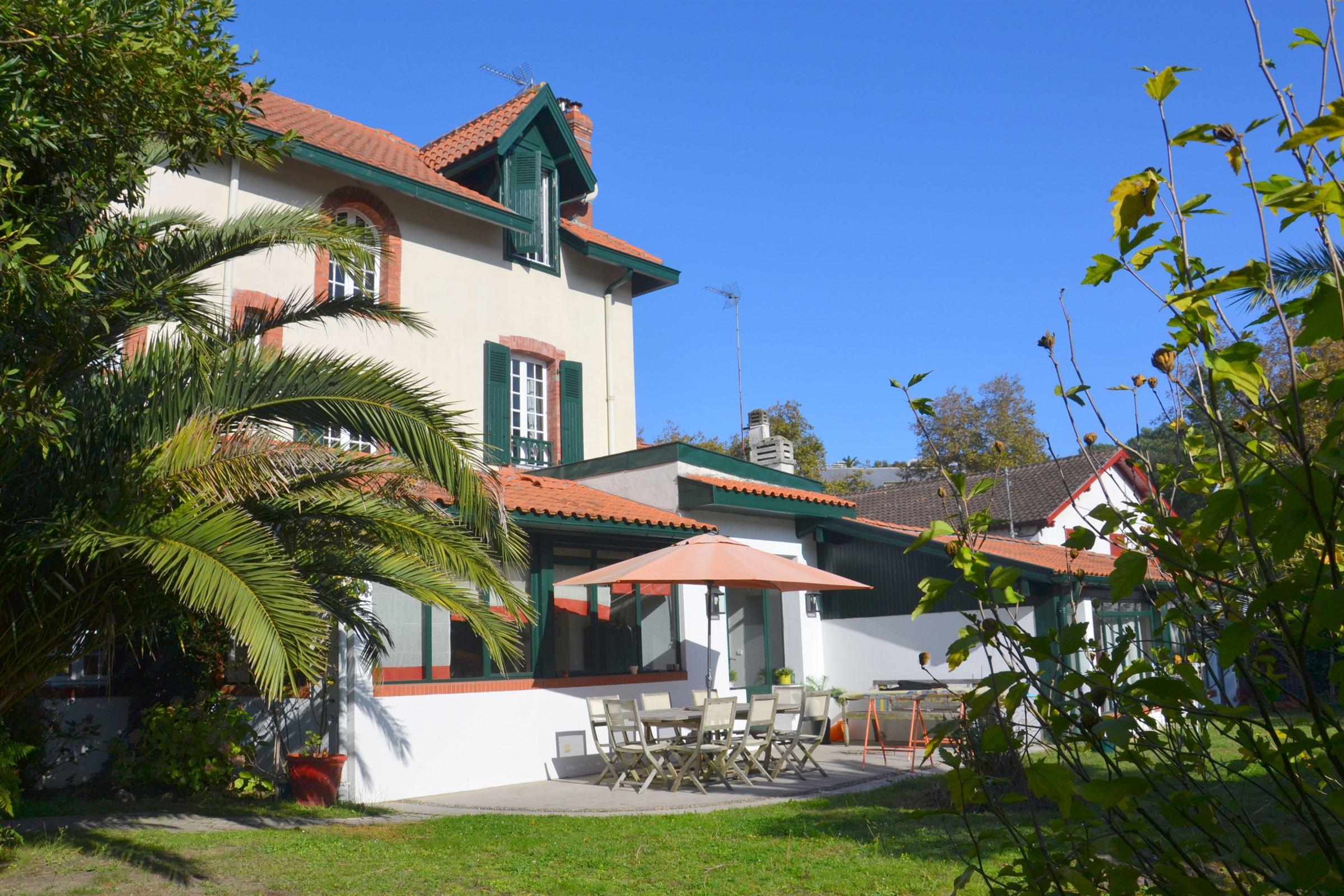 Частный односемейный дом для того Продажа на BIARRITZ ST CHARLES Biarritz, Аквитания, 64200 Франция