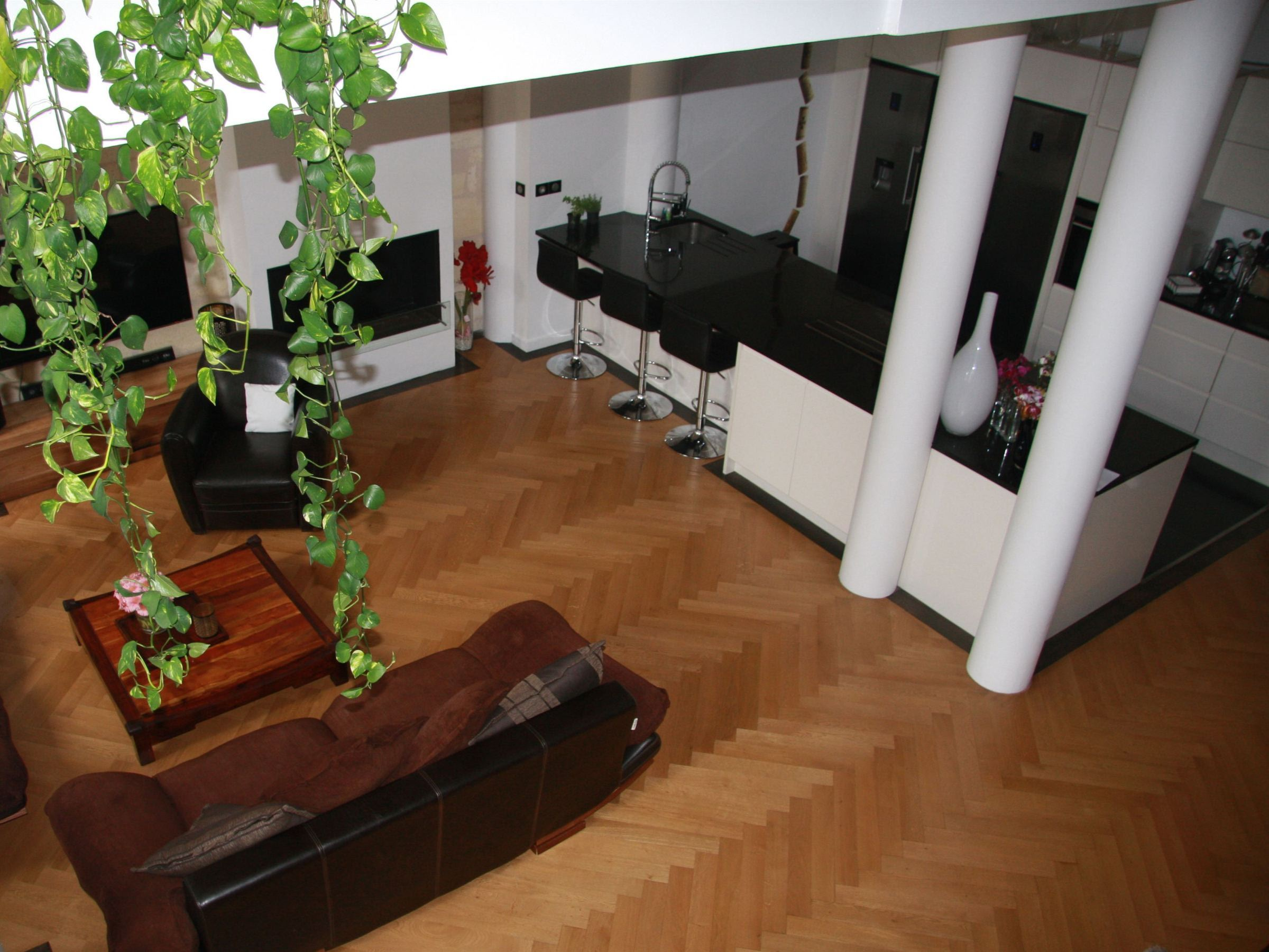 Appartement pour l Vente à BORDEAUX CENTER HISTORIC DISTRICT– LOFT STYLE 3-BEDROOM APARTMENT Bordeaux, Aquitaine 33000 France