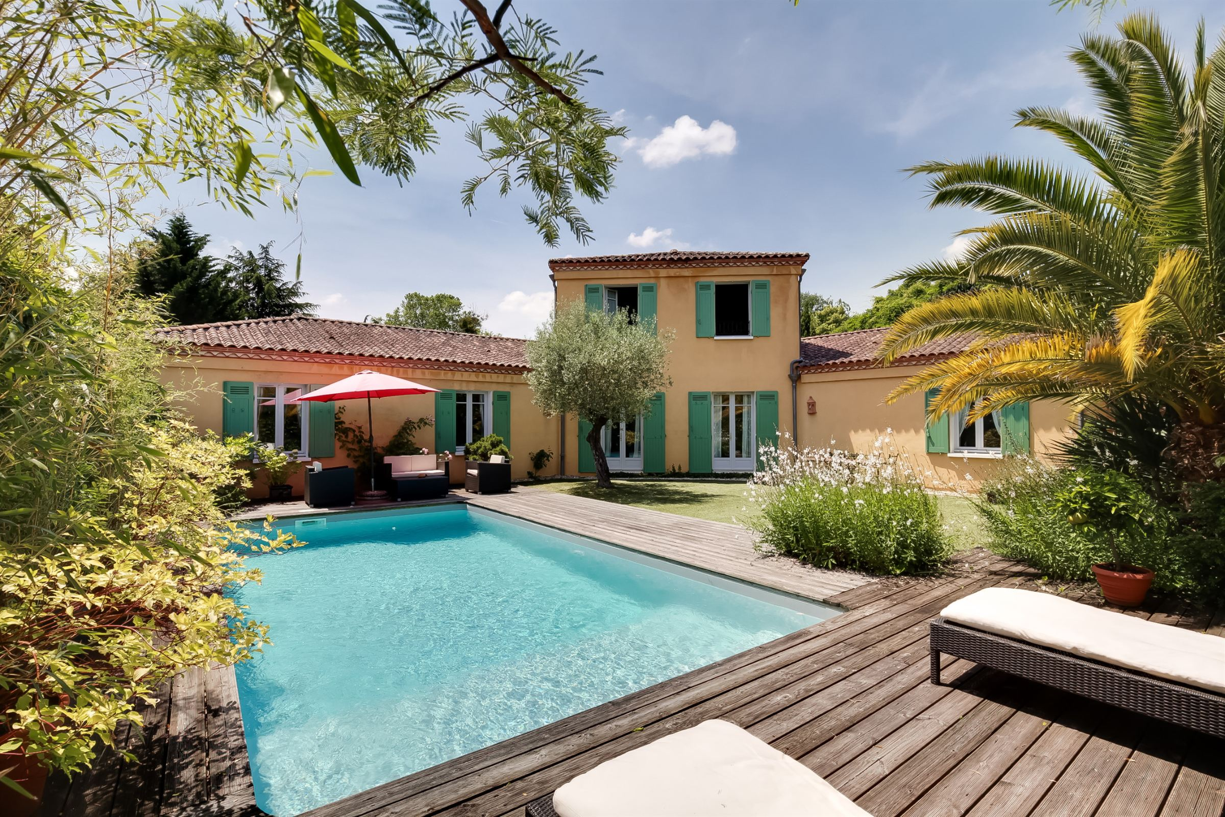 Single Family Home for Sale at BORDEAUX – NEAR THE BORDELAIS GOLF COURSE - BEAUTIFUL HOME WITH LARGE GARDEN Bordeaux, Aquitaine, 33200 France