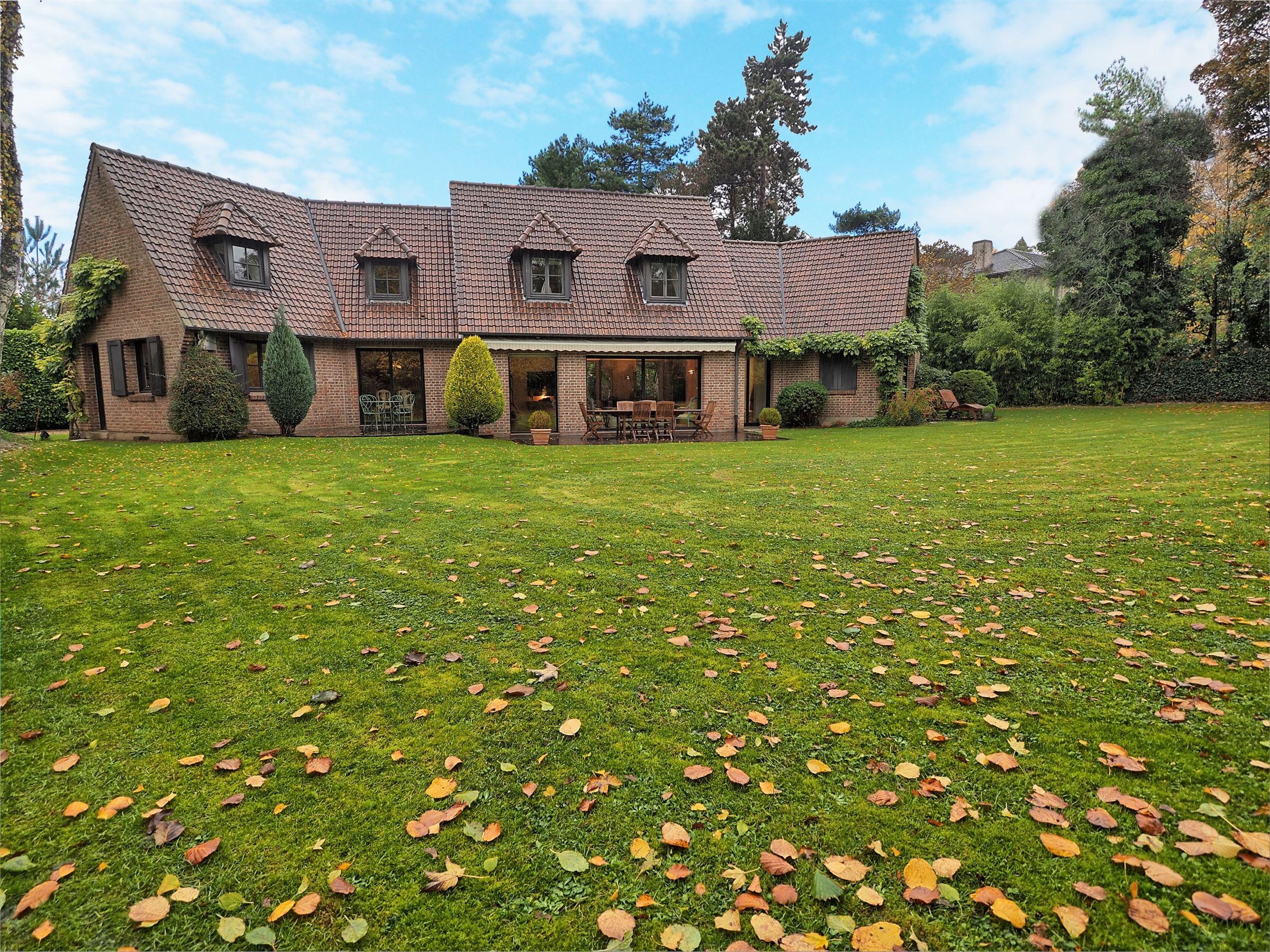 sales property at CROIX-BEAUMONT, Splendid Villa Delemazure of 232 m² hab. 5 ch. Private driveway