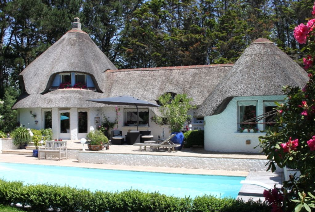 sales property at Near Bénodet. Beautiful property with swimming-pool....