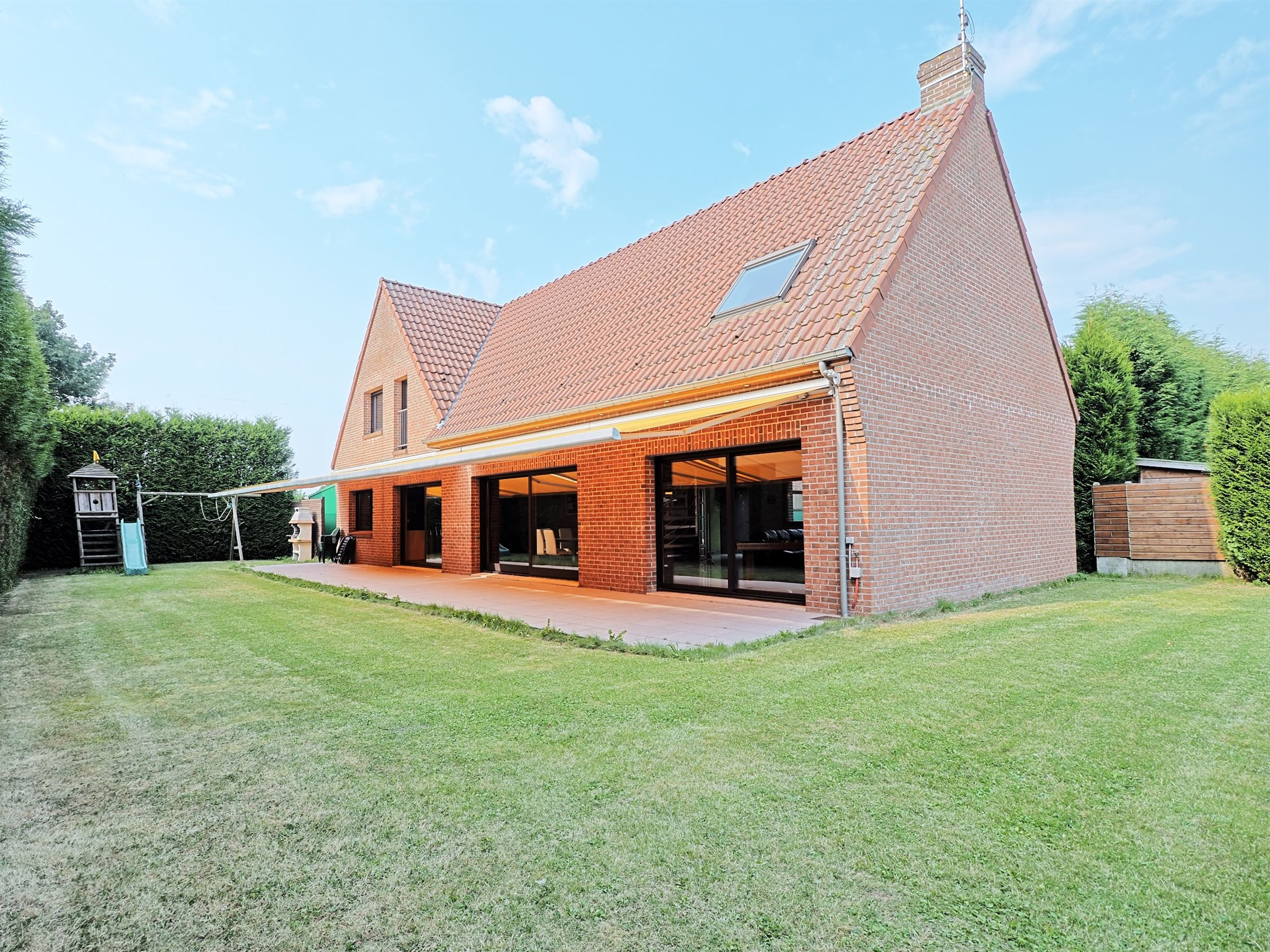 sales property at WATTIGNIES, Splendid Villa of 1999, 339 m2 plot of 1400 m2