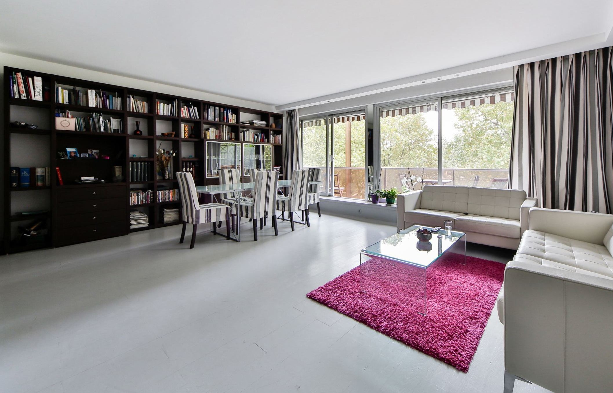 sales property at A 112 sq.m apartment with balcony, Neuilly - Ile de la Jatte, 3 bedrooms