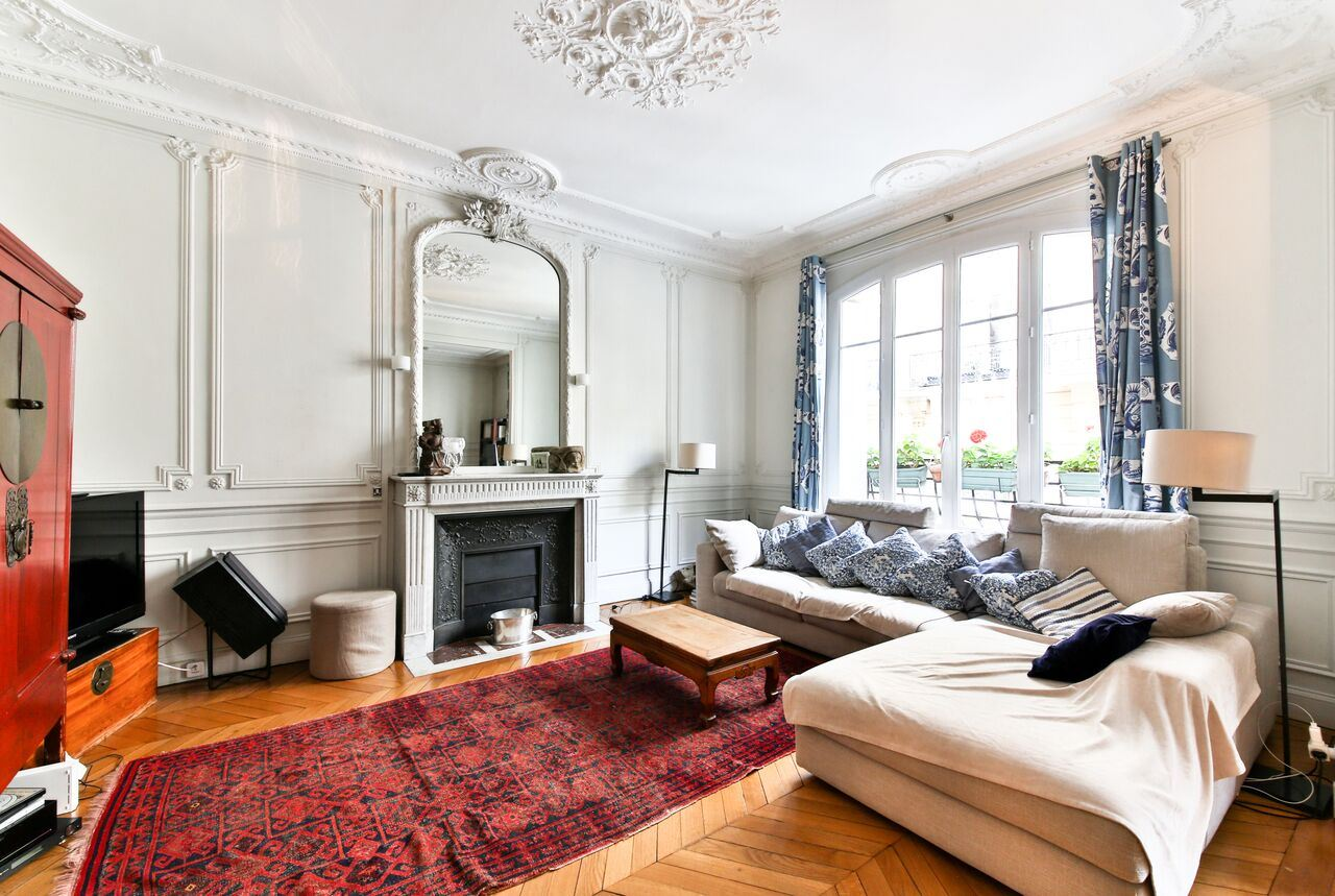 sales property at Neuilly. Pasteur. Family apartment. Superb
