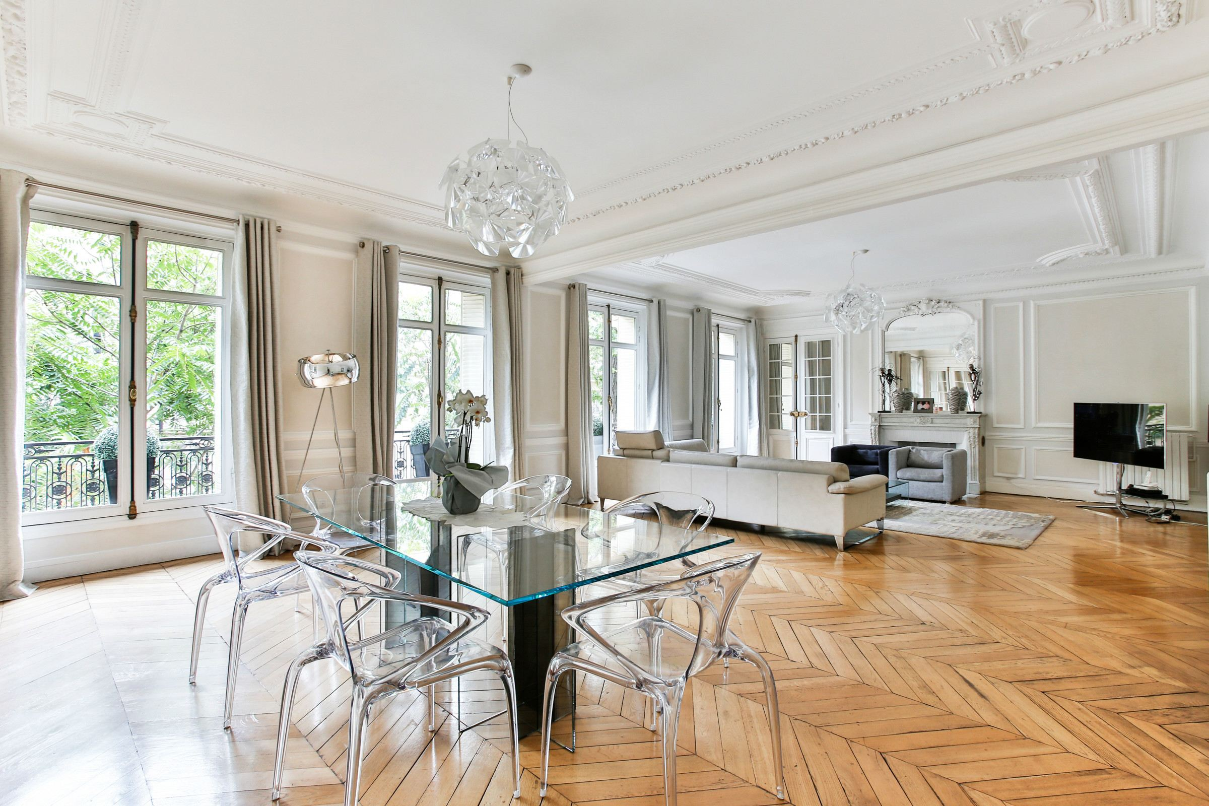Appartement pour l Vente à Family and reception apartment - Clear, quiet, perfect condition Paris, Paris 75017 France