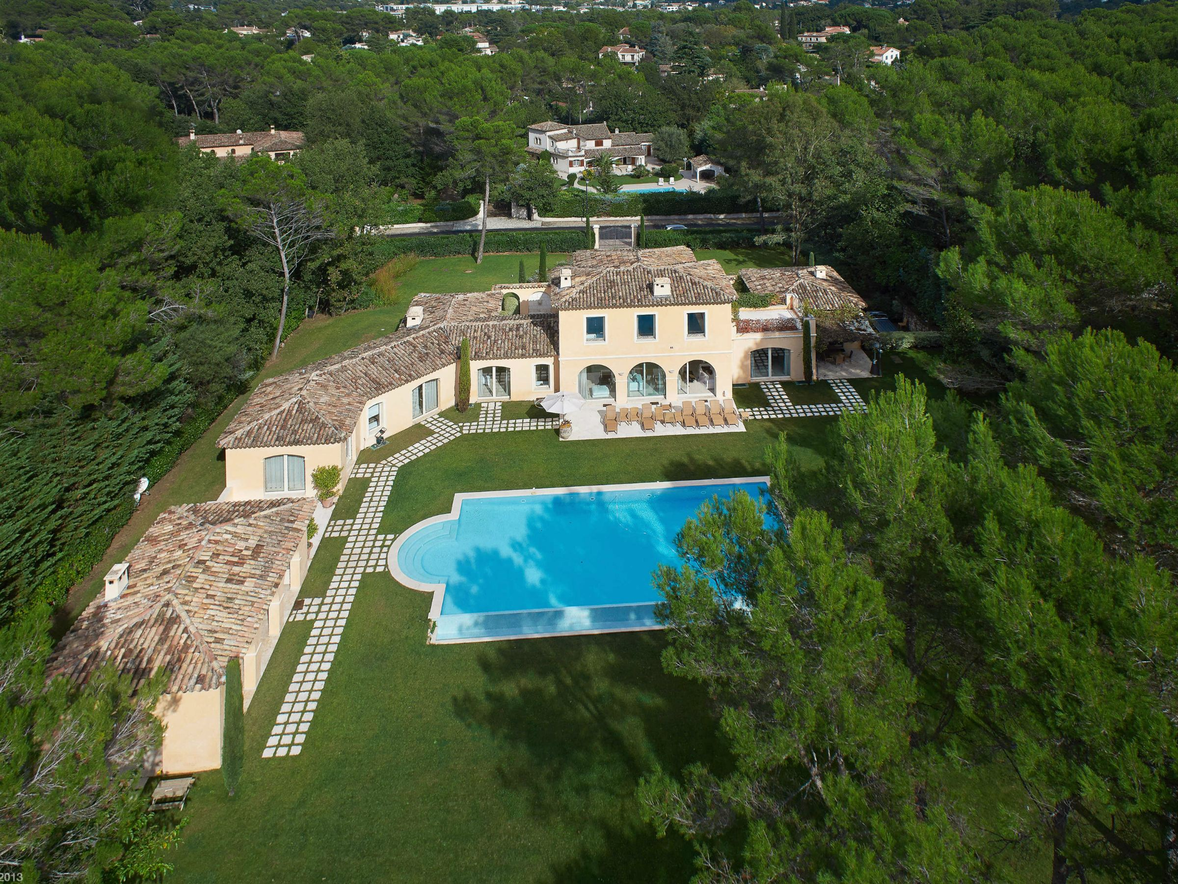 Einfamilienhaus für Verkauf beim Luxury villa in prestigious gate domain of Mougins. for rent and sale Mougins, Provence-Alpes-Cote D'Azur, 06250 Frankreich
